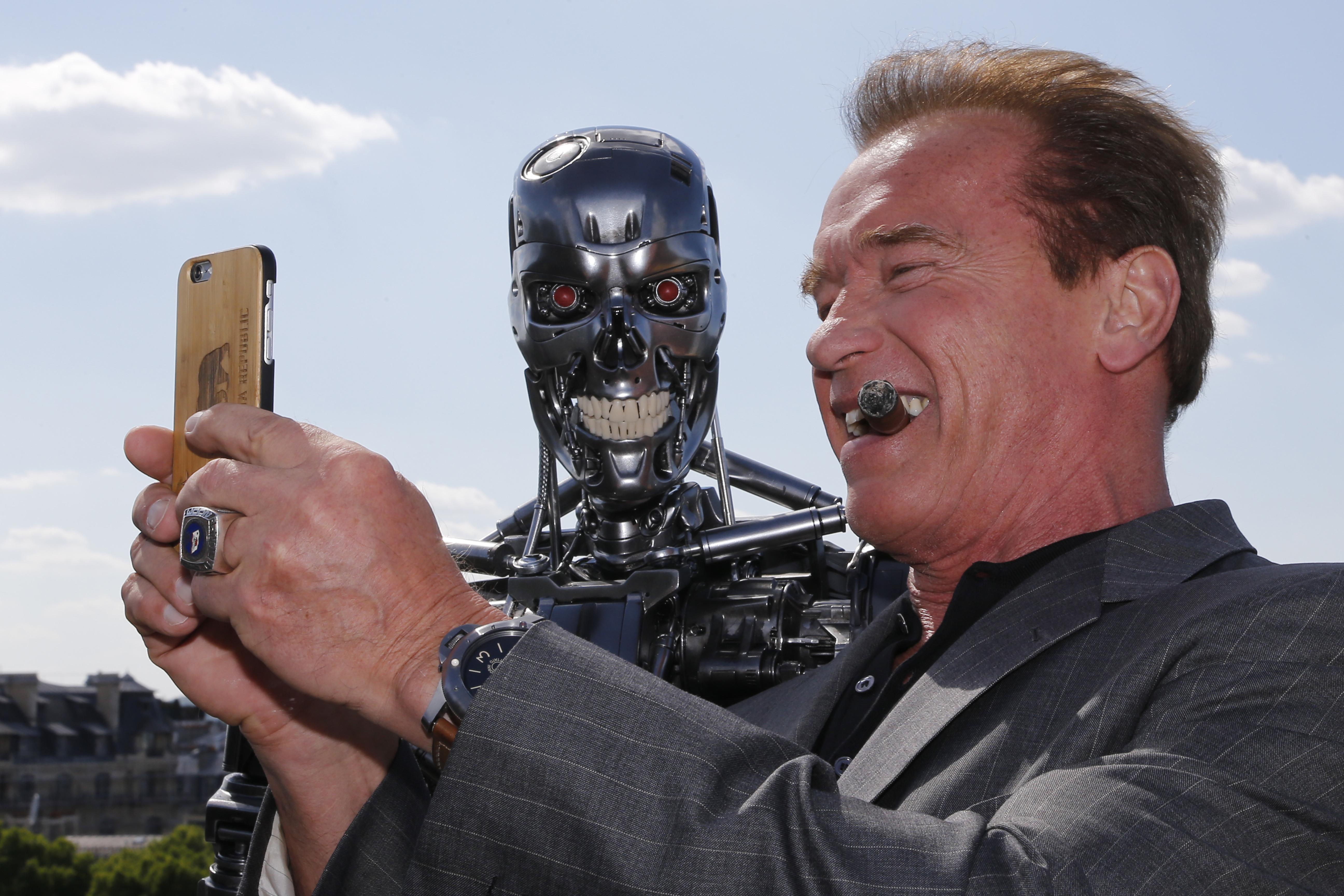 A Terminátor forgatására szervezett budapesti úttal kecsegteti Arnold Schwarzenegger az amerikaiakat, akik hajlandóak támogatni politikai kezdeményezését