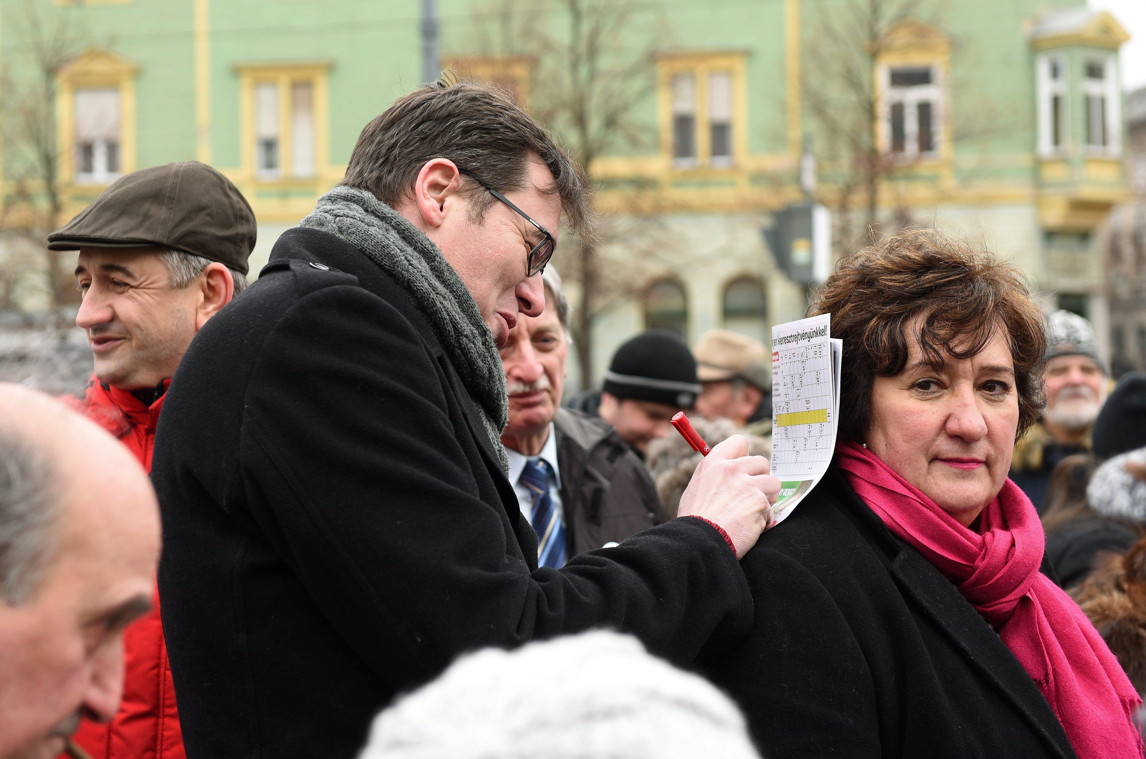 Karácsony Gergely és Gurmai Zita utcafórumot tartott Debrecenben
