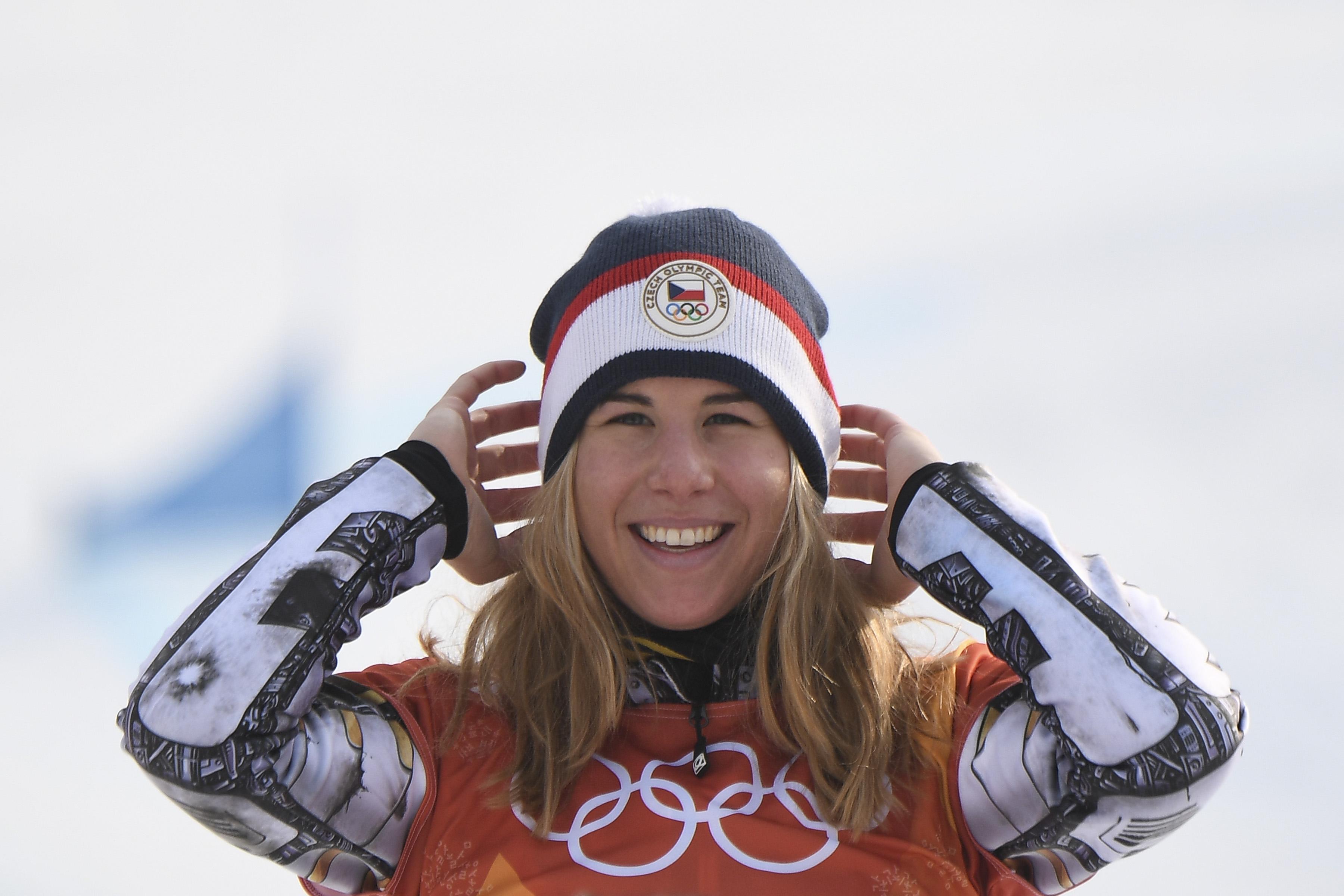 A snowboardos lesiklást is megnyerte a poénból szuperóriás-műlesiklásban is induló, majd azt megnyerő cseh Ester Ledecká