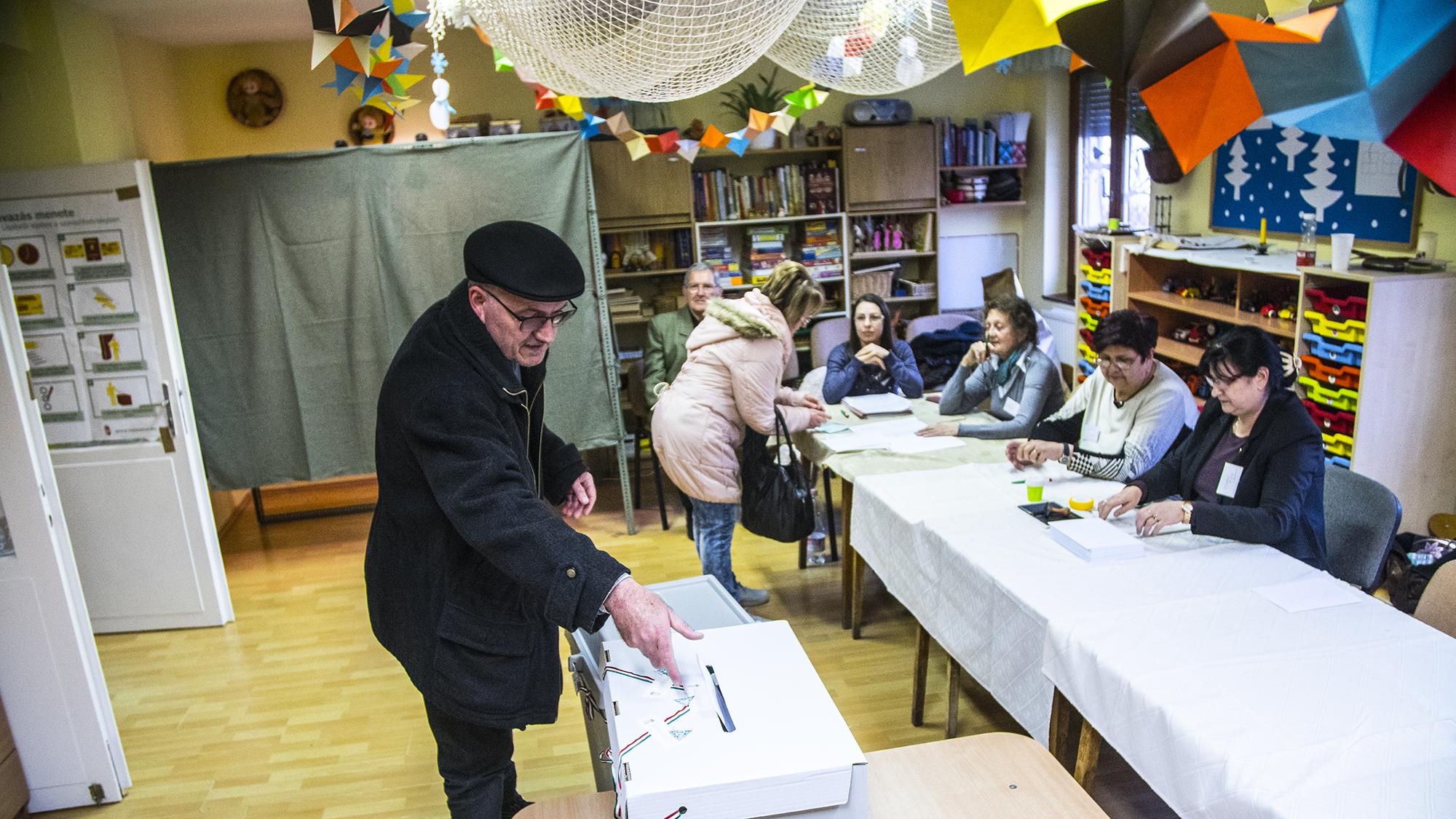 Már 57 százalék feletti a részvétel Hódmezővásárhelyen, Márki-Zay szerint 60 százalék felett van esélye győzni