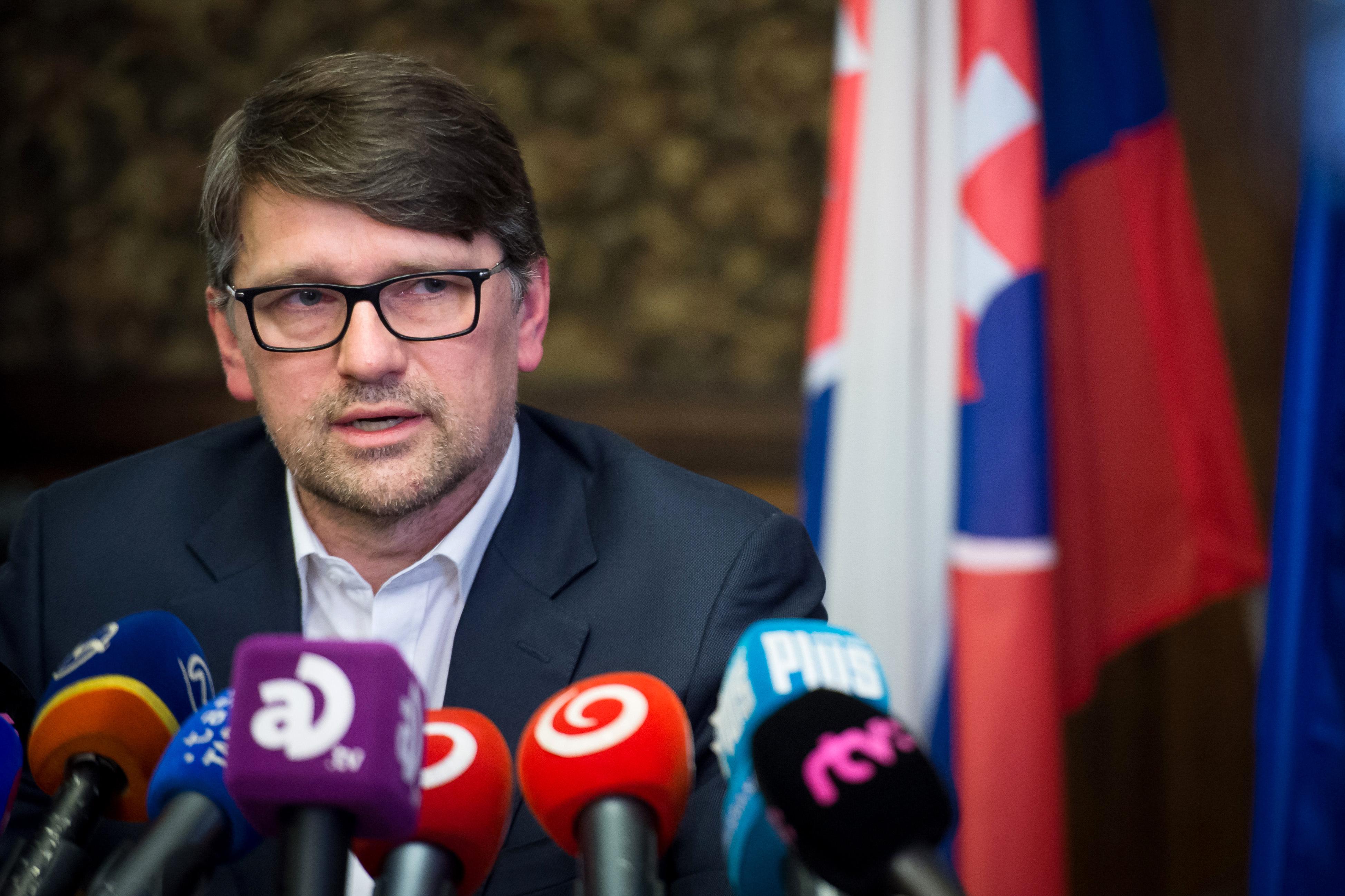 A tényfeltáró újságíró meggyilkolása miatt lemondott a szlovák kulturális miniszter