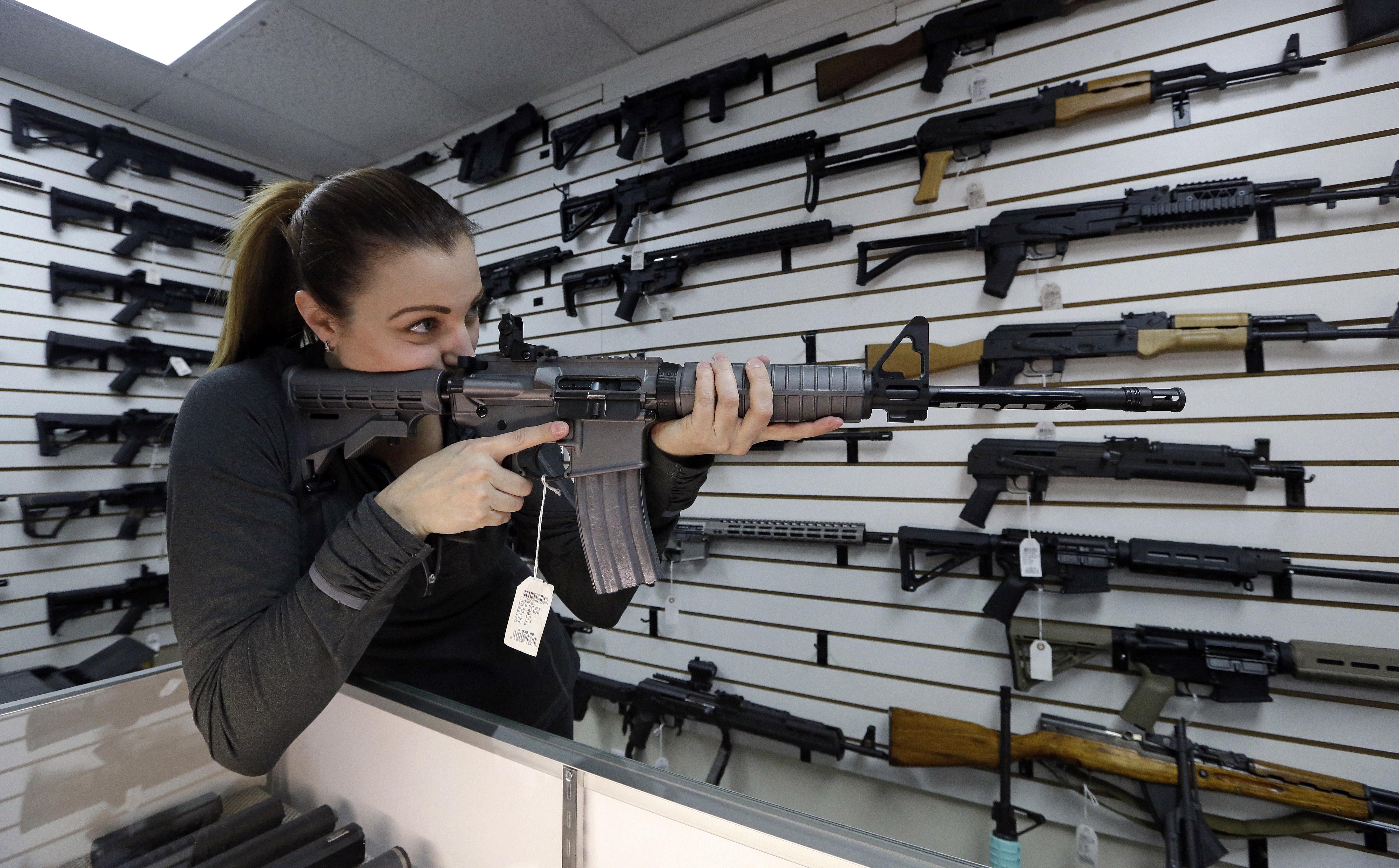 A legnagyobb amerikai bolthálózatban nem adnak el többé fegyvert 21 éven aluliaknak