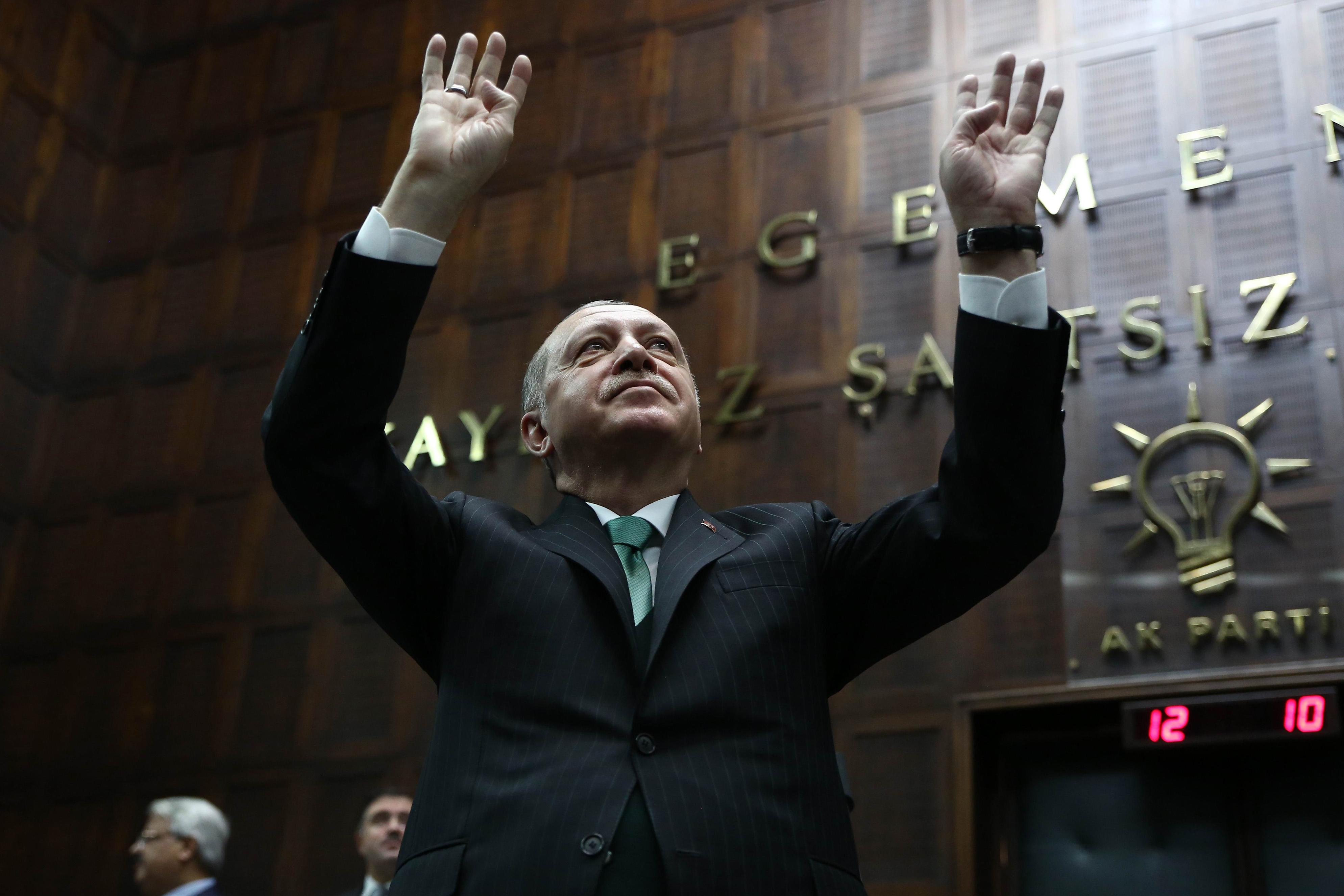 38 Nobel-díjas írt levelet Erdogannak az életfogytiglanra ítélt újságírók érdekében