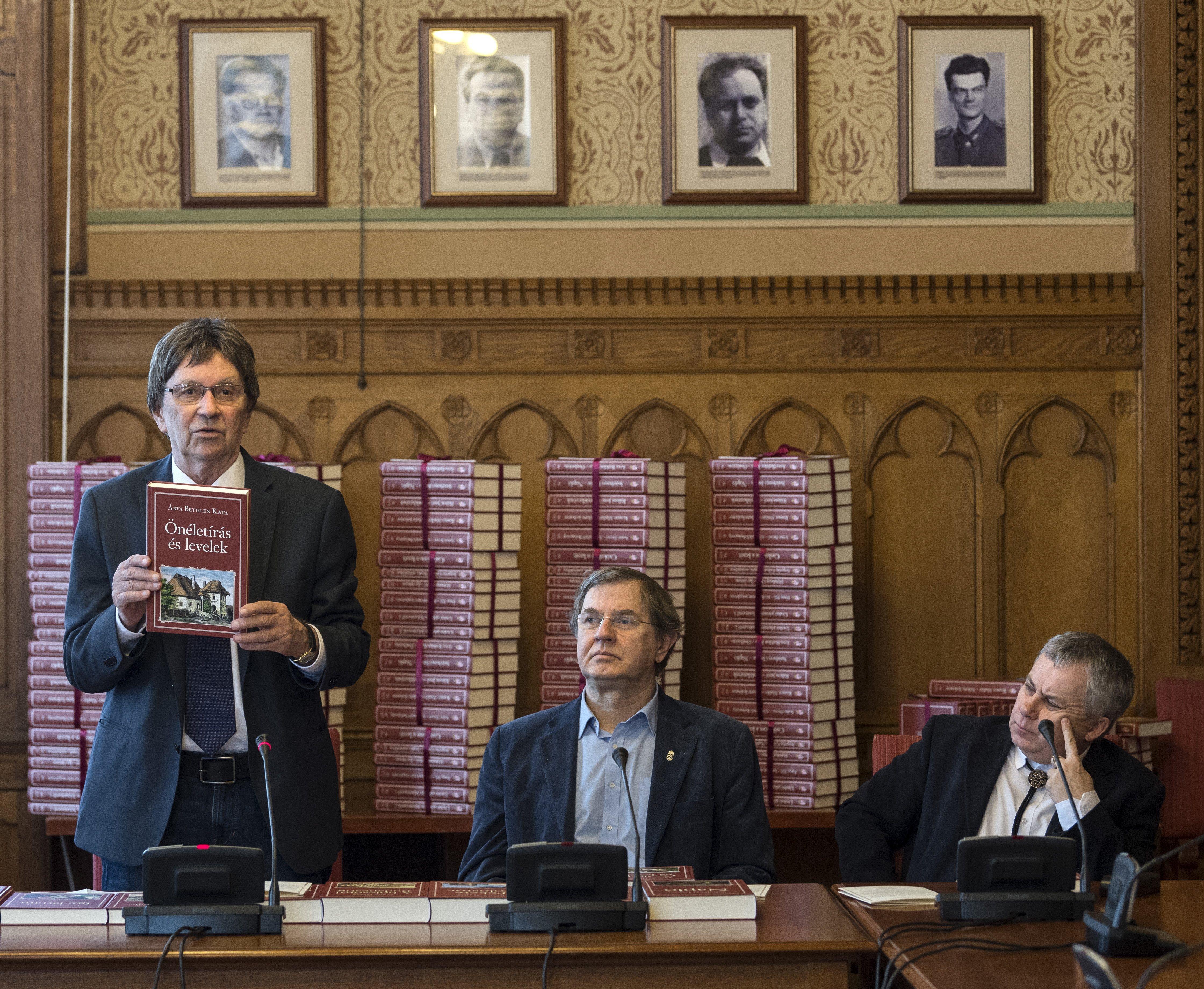 Kerényi Miklós Gábor és Pozsgai Zsolt választotta ki a Nemzeti Könyvtár új köteteit