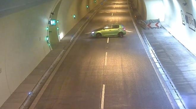 Egy autós az alagút közepén fordult meg Szlovákiában