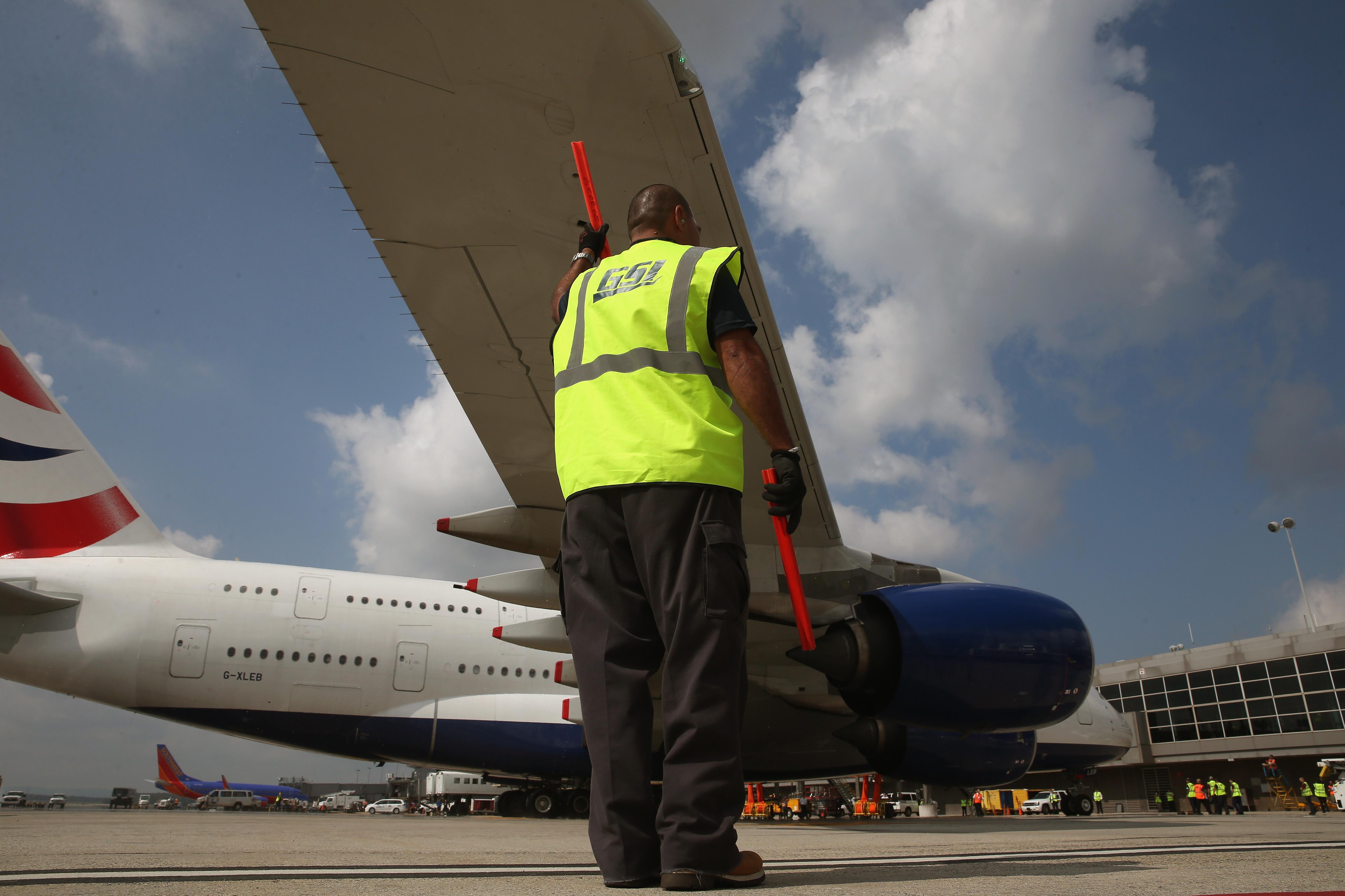 Majdnem minden utas elhányta magát a viharban landoló repülőn