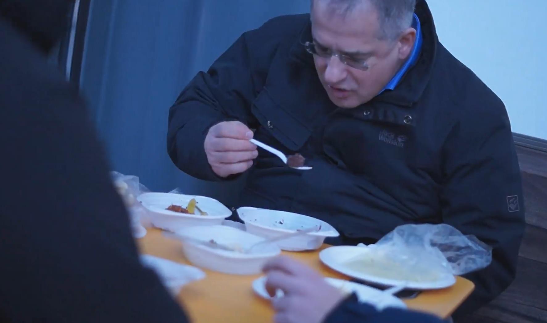 Kósa Lajos a hajléktalannak: Nagy butaság kint aludni az utcán