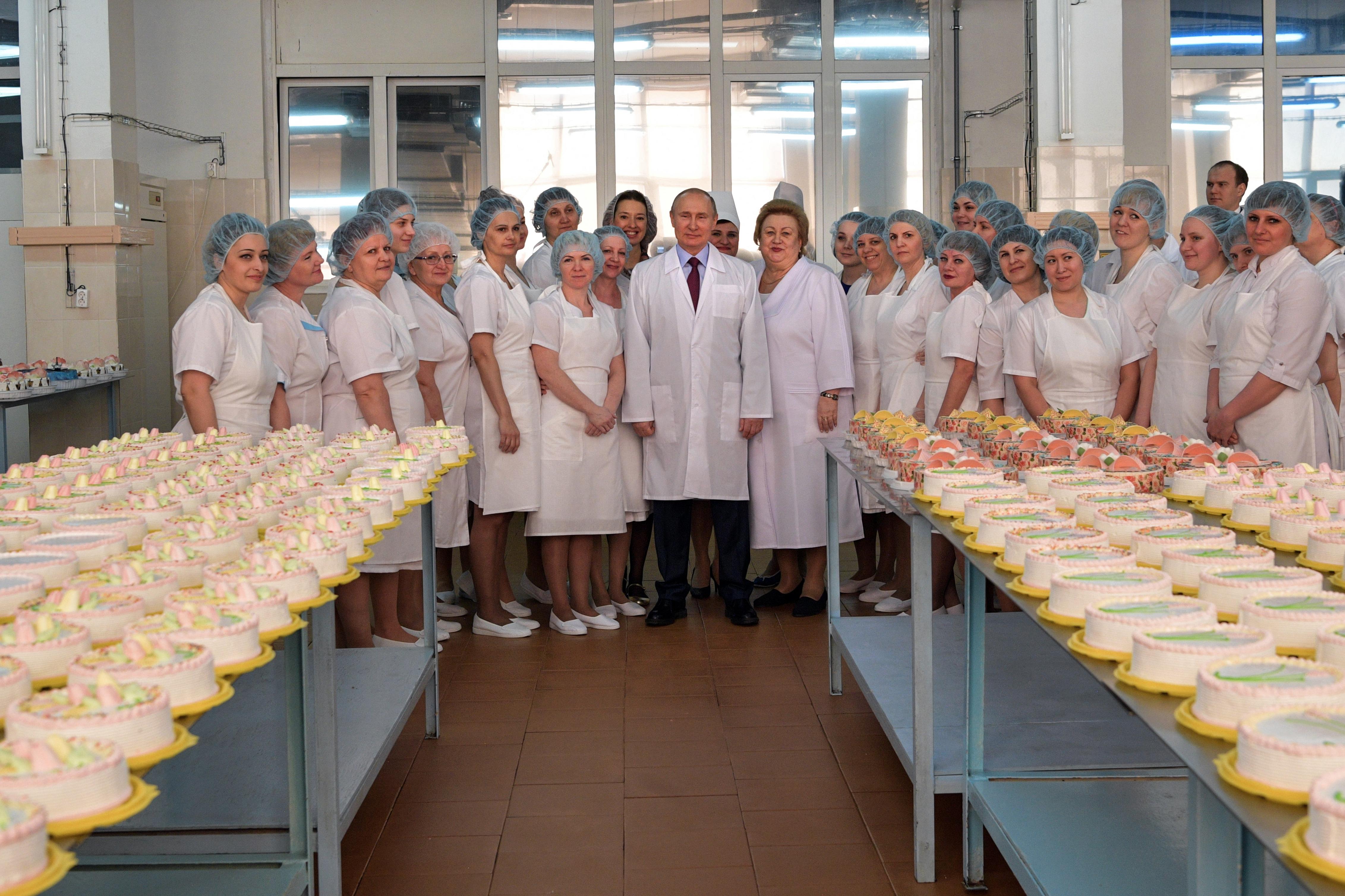 Putyin meglátogatott egy szamarai pékséget
