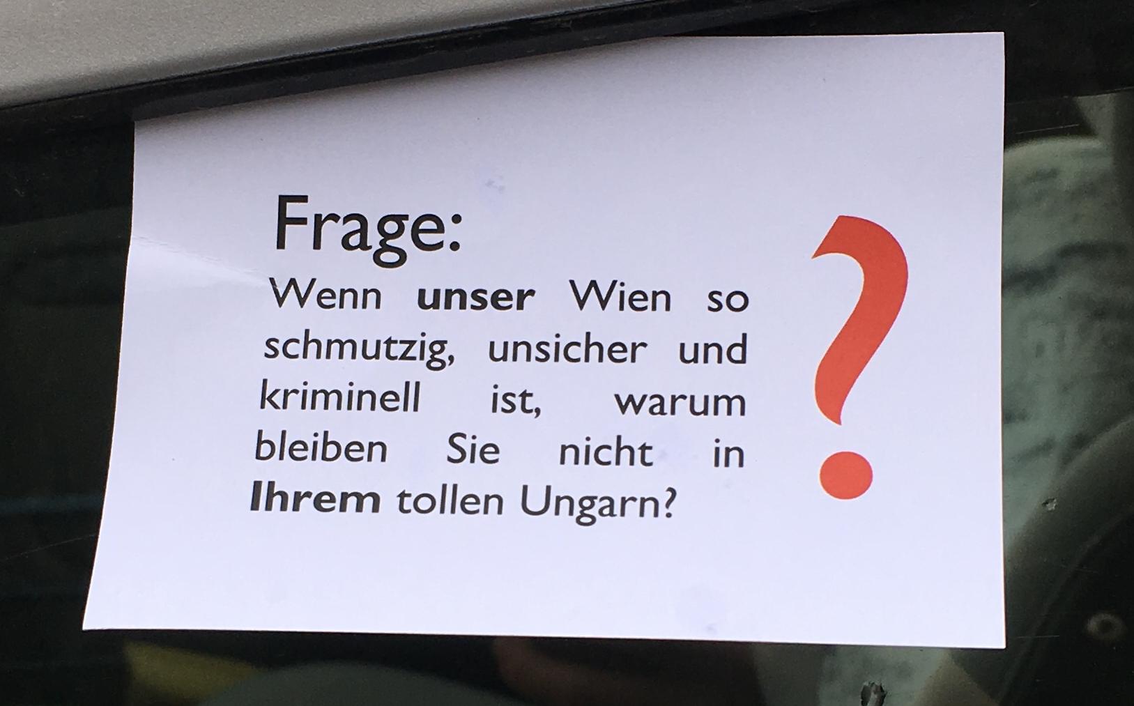 Bécsben elkezdtek cetliket kitűzni a magyar rendszámú autókra Lázár gyalázkodása miatt