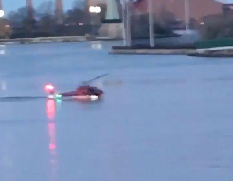 Az East Riverbe zuhant egy helikopter New Yorkban, öten meghaltak