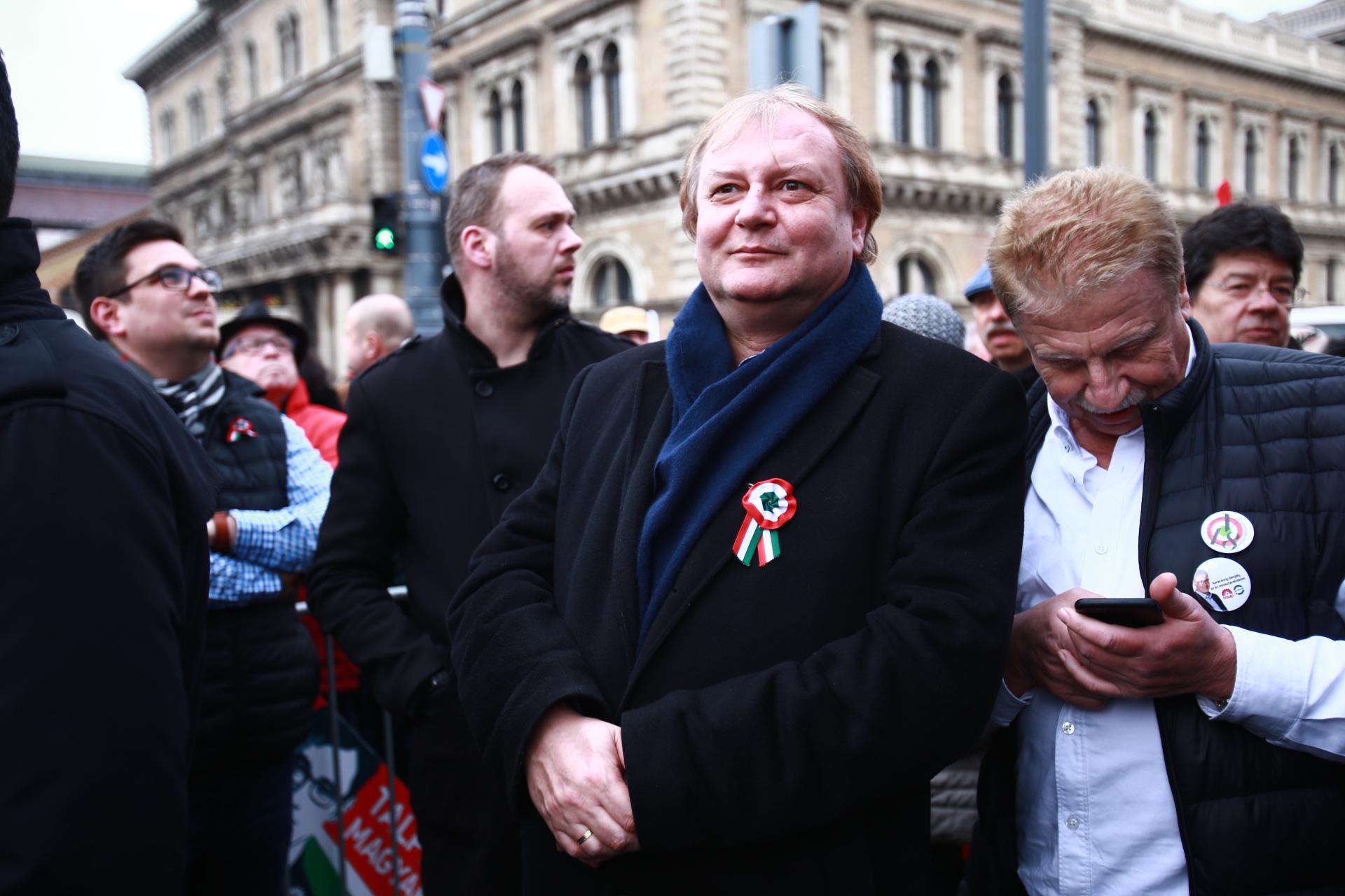 Hiller István, ha hajszálnyival is, de hozta az MSZP-nek a 20. kerületet