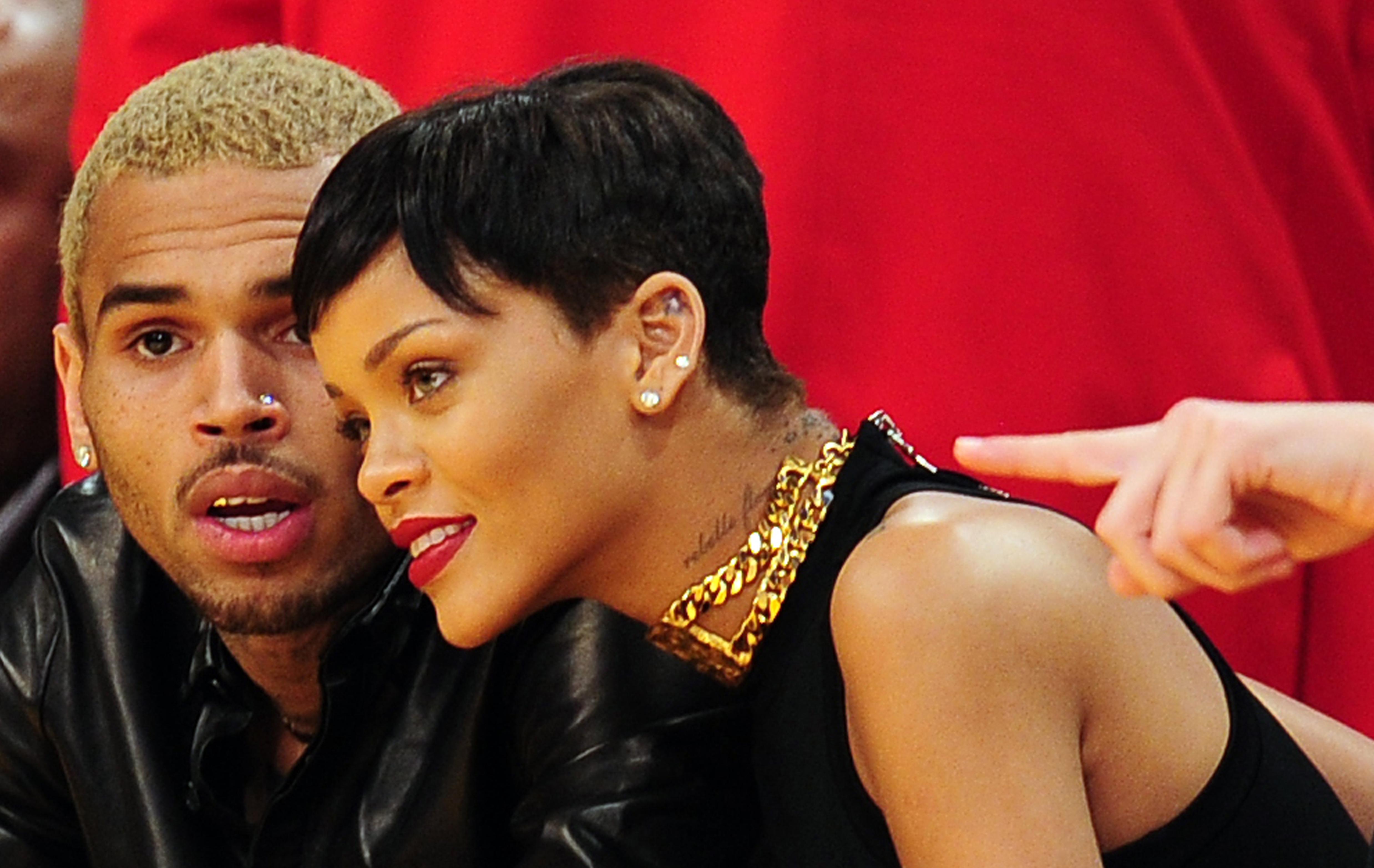 Olyan reklám futott a Snapchaten, ami Rihanna megveréséből csinált viccet