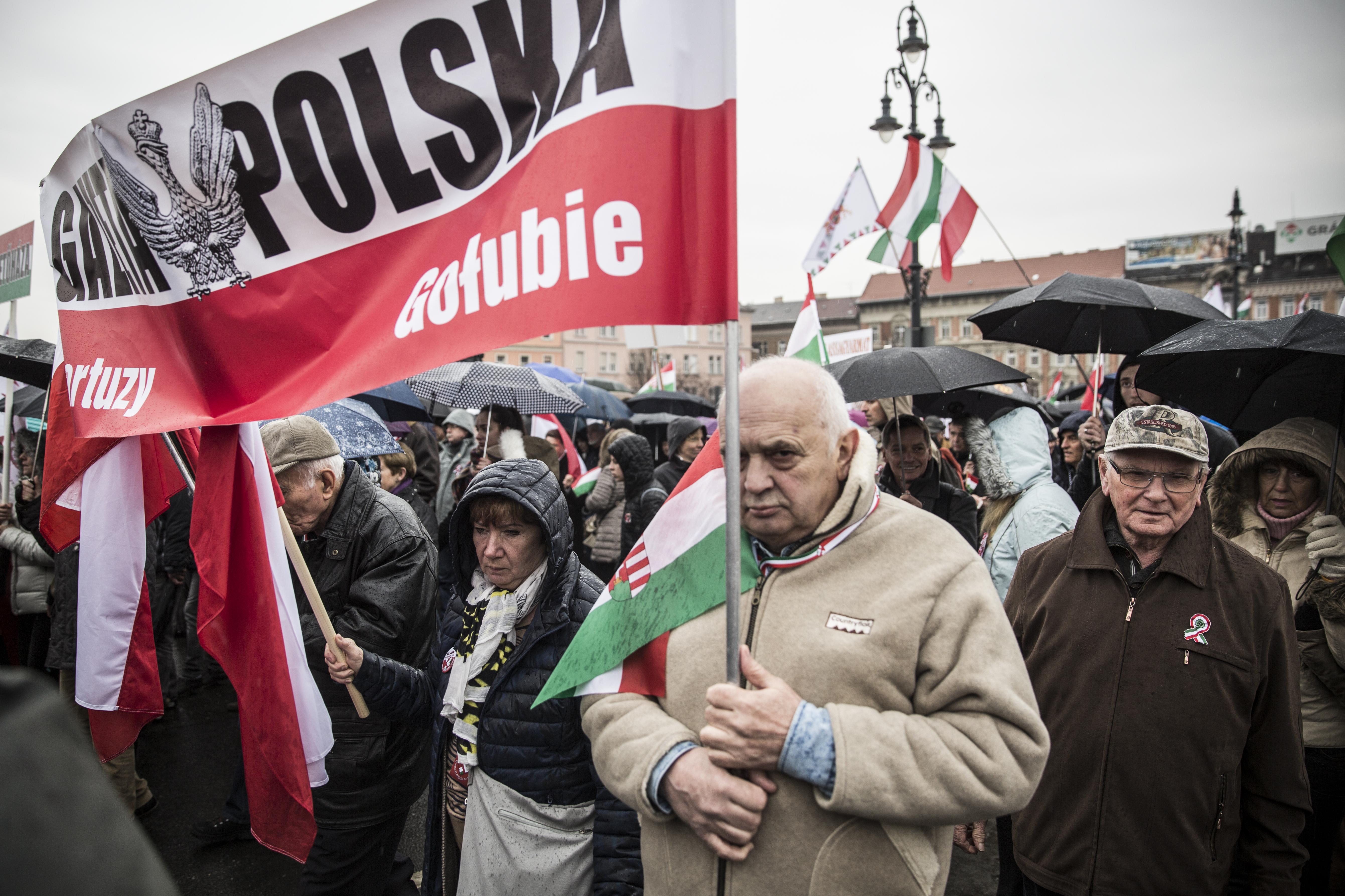 A magyarok és a lengyelek miatt átszabnák az EU-támogatások rendszerét