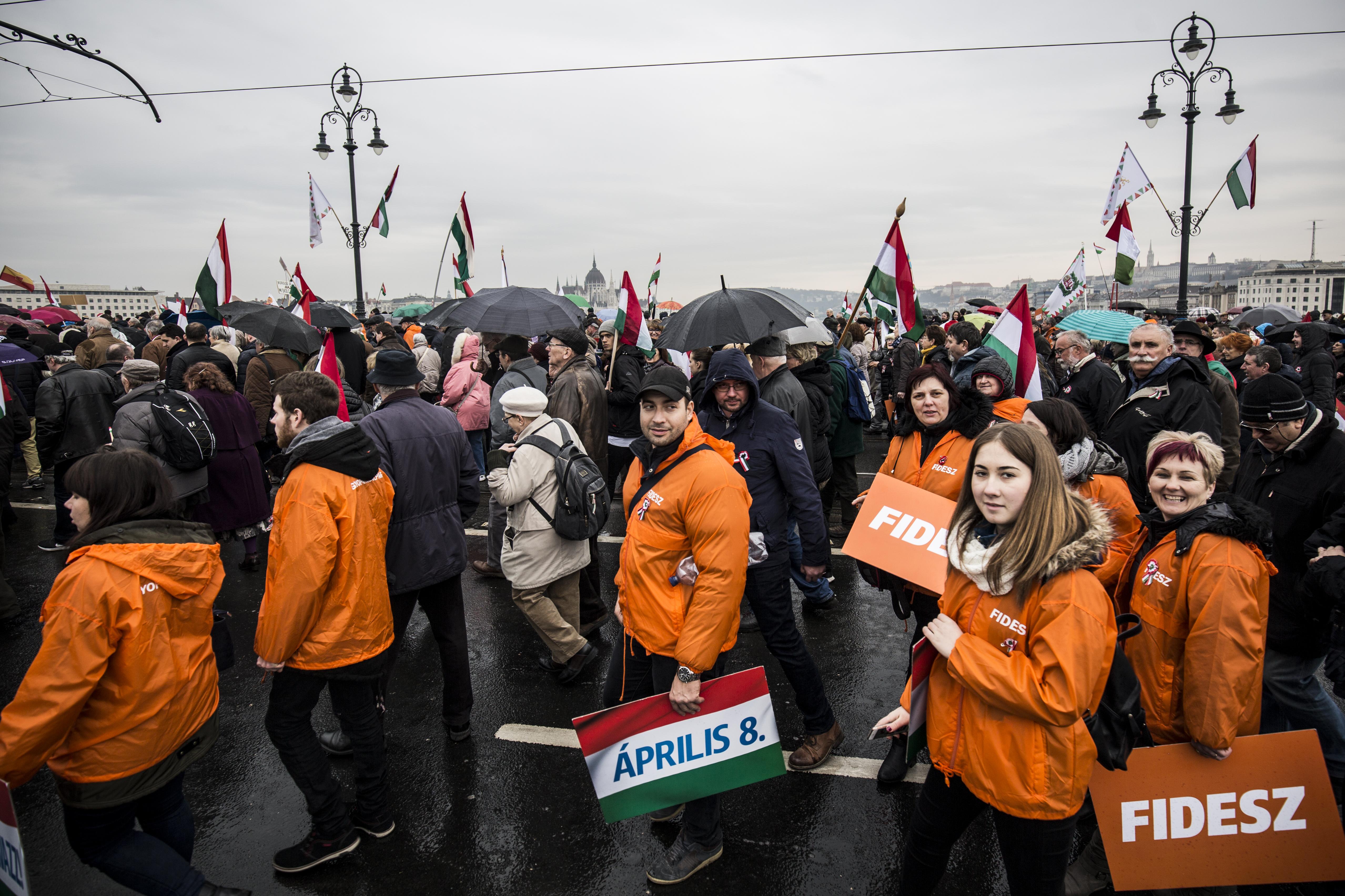 A Fidesz pártalapítványa 50 milliót adott a CÖF-nek