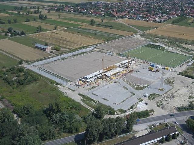 Úgy épül stadion 3,5 milliárdból Szigetszentmiklóson, hogy a városnak nincs SEMMILYEN felnőtt focicsapata