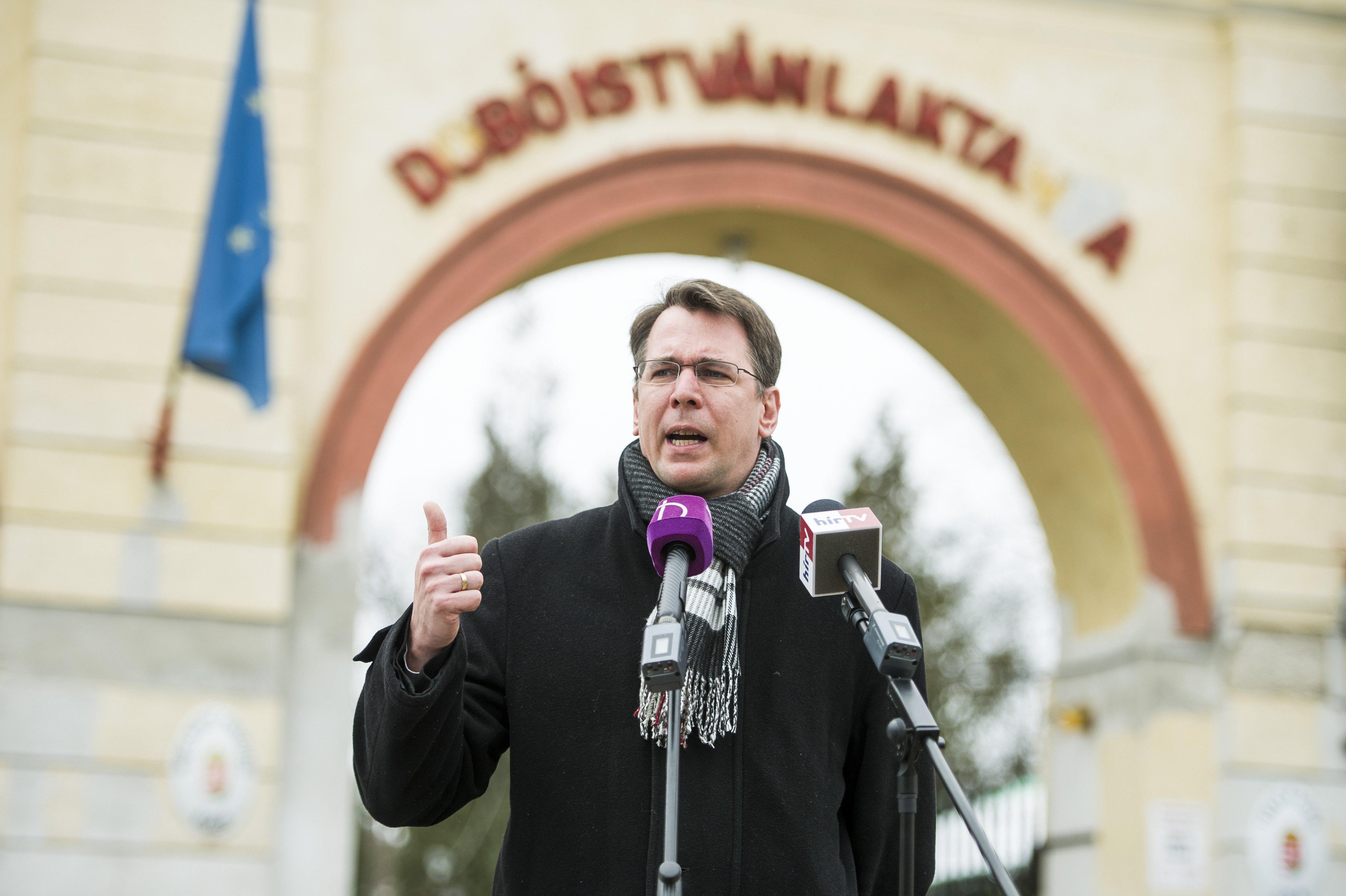 Hazudott a bevándorlási hivatal Gruevszki-ügyben, rendkívüli nemzetbiztonsági ülést hív össze a Jobbik