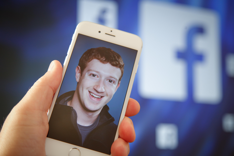 A privát üzeneteket is lehalászta a Facebookról a Cambridge Analytica