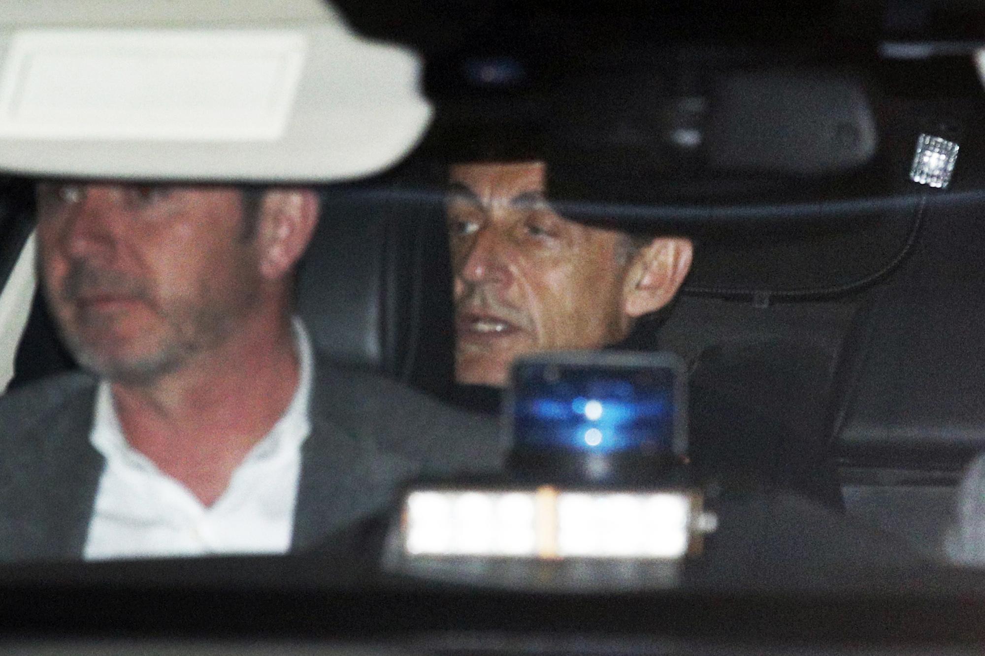 Pokollá teszi Sarkozy életét, hogy nyomoznak ellene a korrupciós ügyében :-(