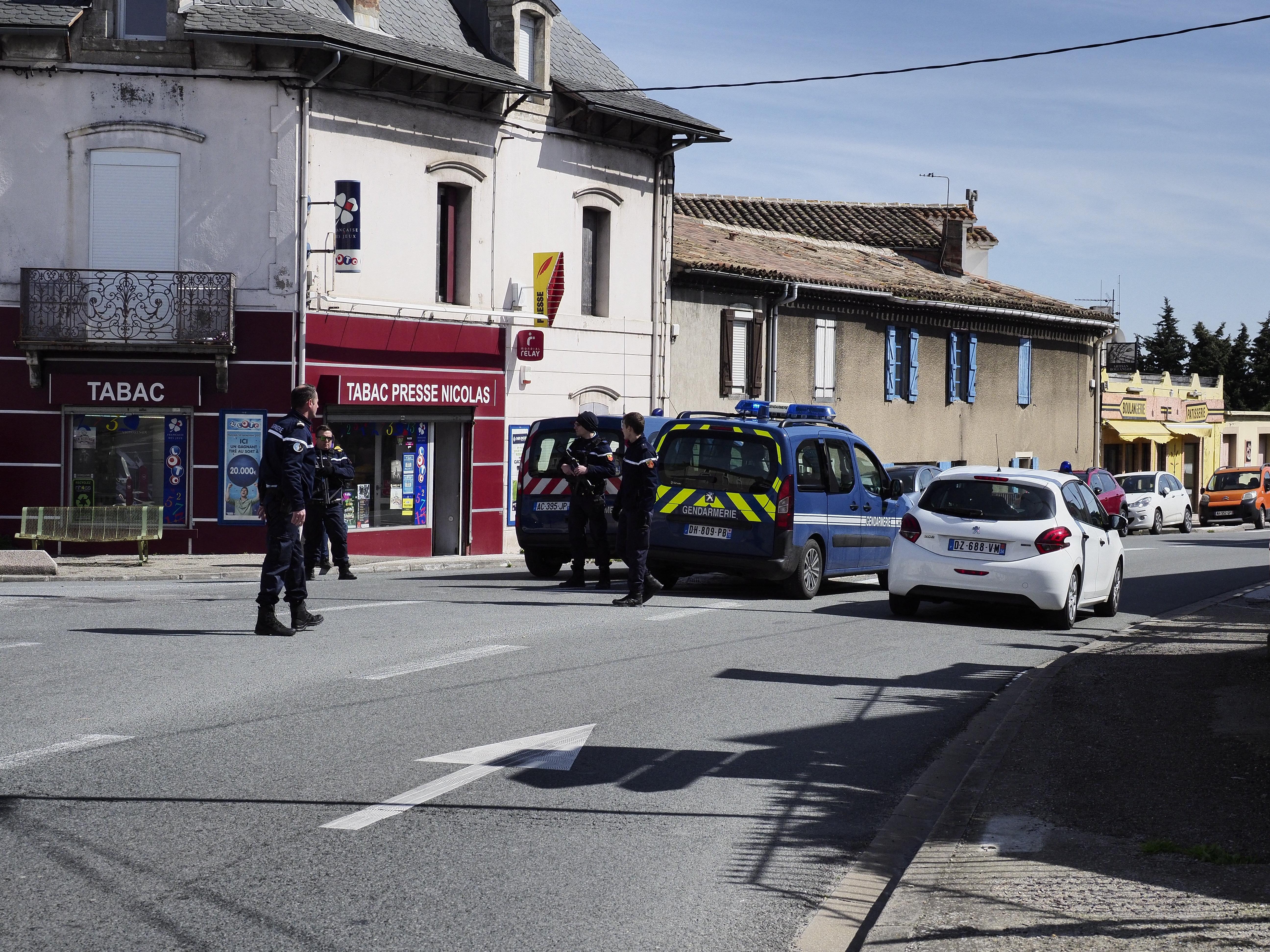 Túszokat ejtett egy fegyveres egy francia szupermarketben