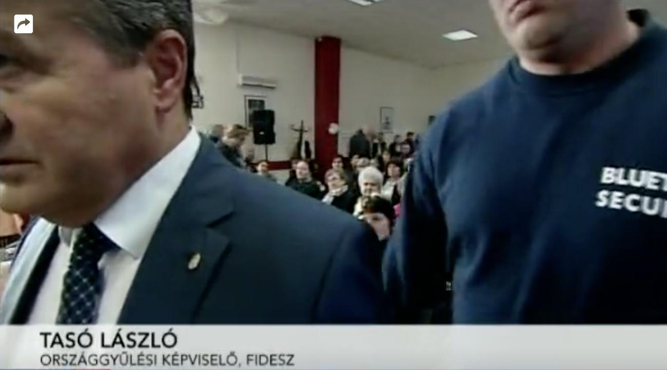 Tasó László kopaszokkal dobatta ki a Hír TV stábját egy lakossági fórumról