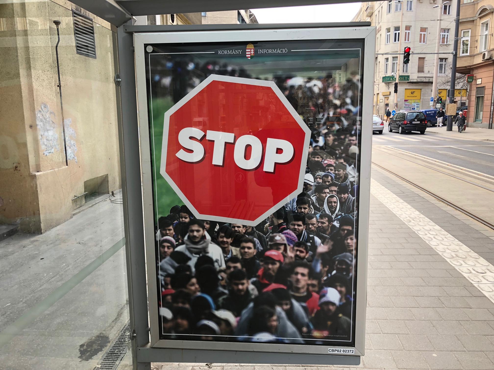 Miért rosszabb a ma kikerült kormányplakát a nácik falragaszainál is
