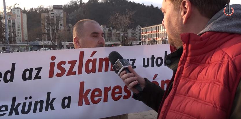 Kormánypárti tüntető 2018-ban: Menjetek a buzihoz, aztán szopjátok le egymást!