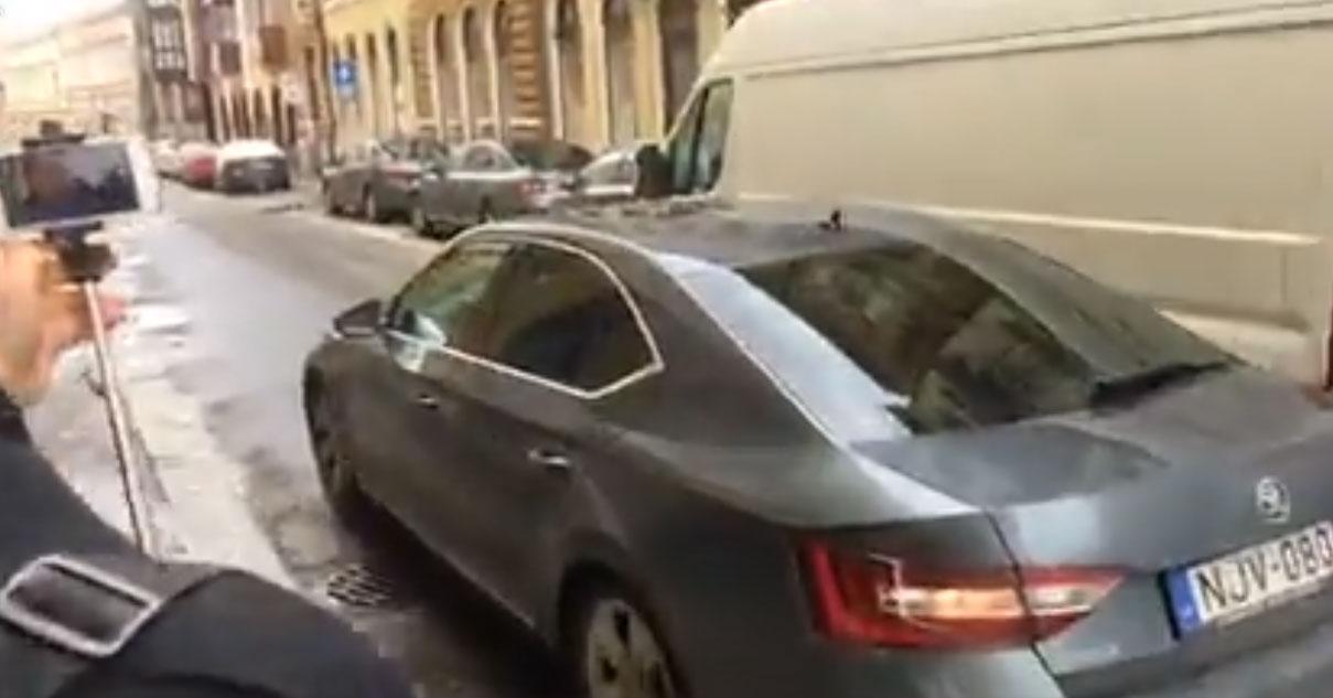 Kósa Lajos az MTI-ben kérte meg Pécs fideszes polgármesterét, hogy ne rúgják ki az érkezésekor nem a helyén lévő 73 éves portást