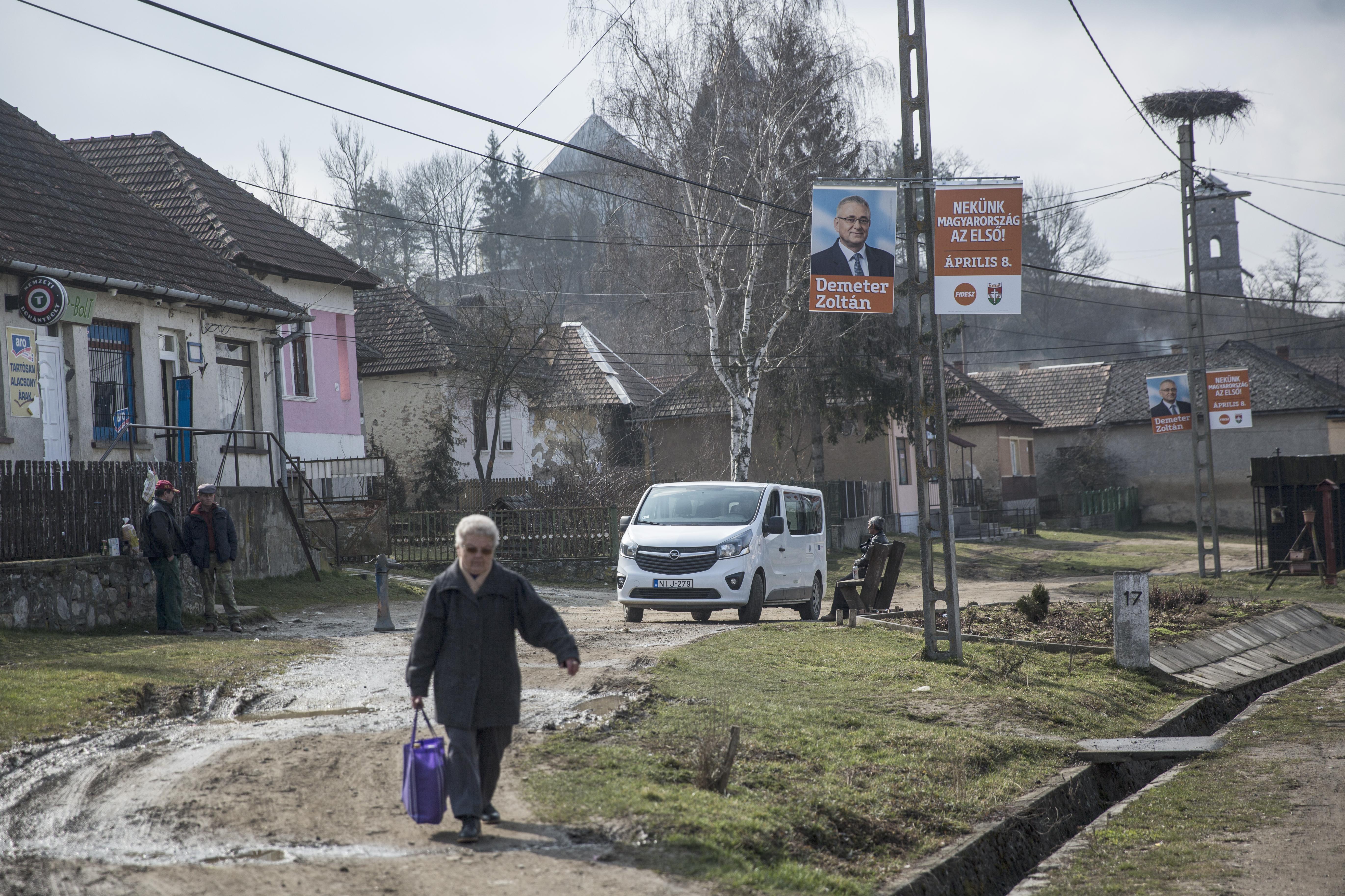 Egyre több nő és idős ember kényszerül közmunkára