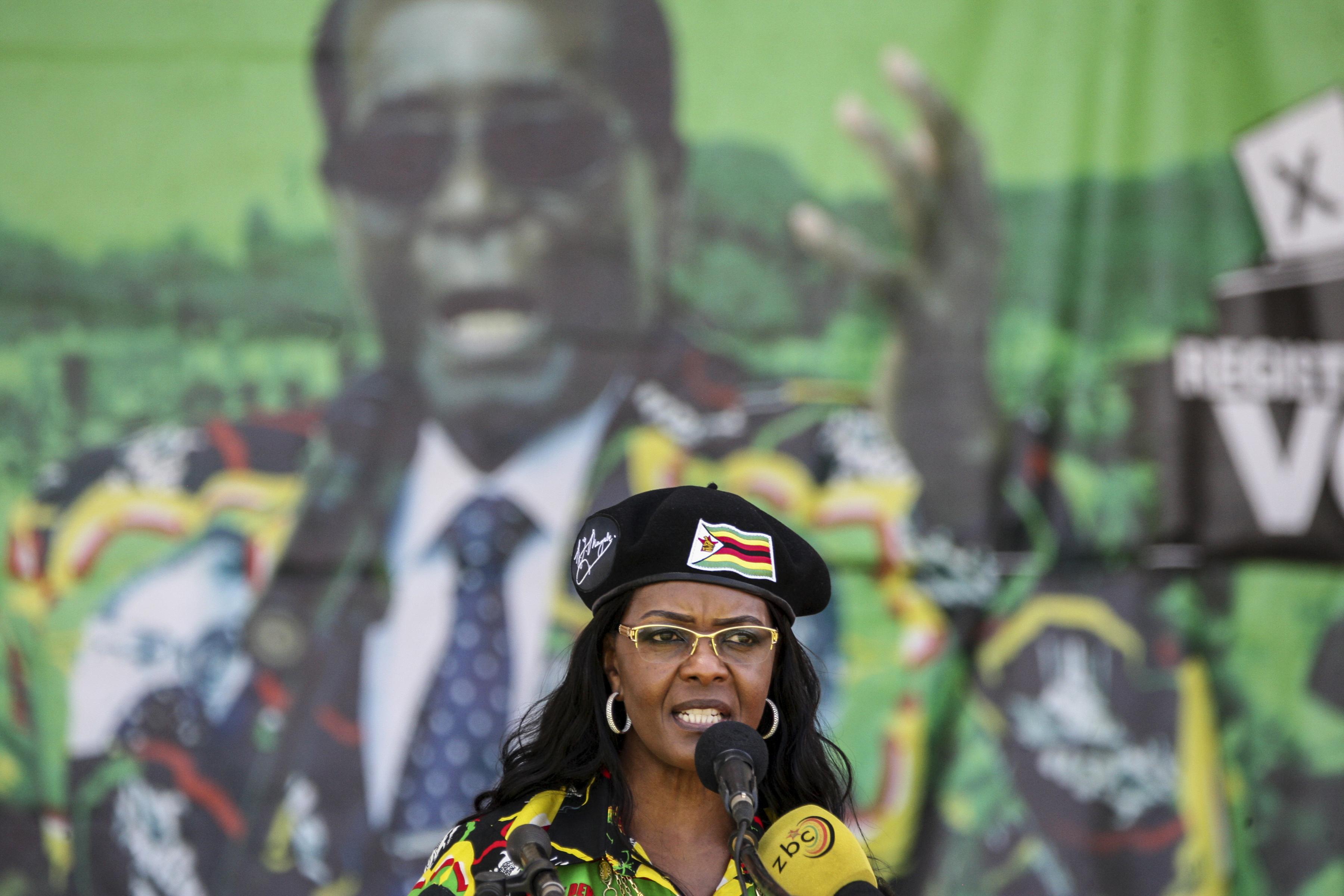 Több száz zimbabwei szállta meg Grace Mugabe birtokát, aranyat keresnek
