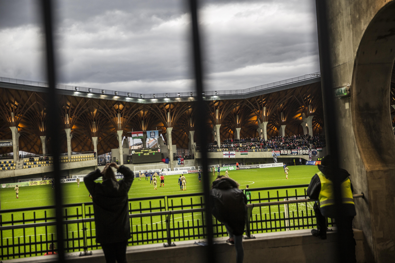 A Malmö ügyvezetője felnyomta a Vidit az UEFA-nál a felcsúti stadion füve miatt