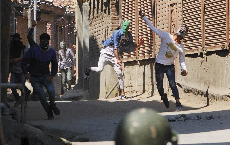 Zavargások Kasmírban, 17 halott