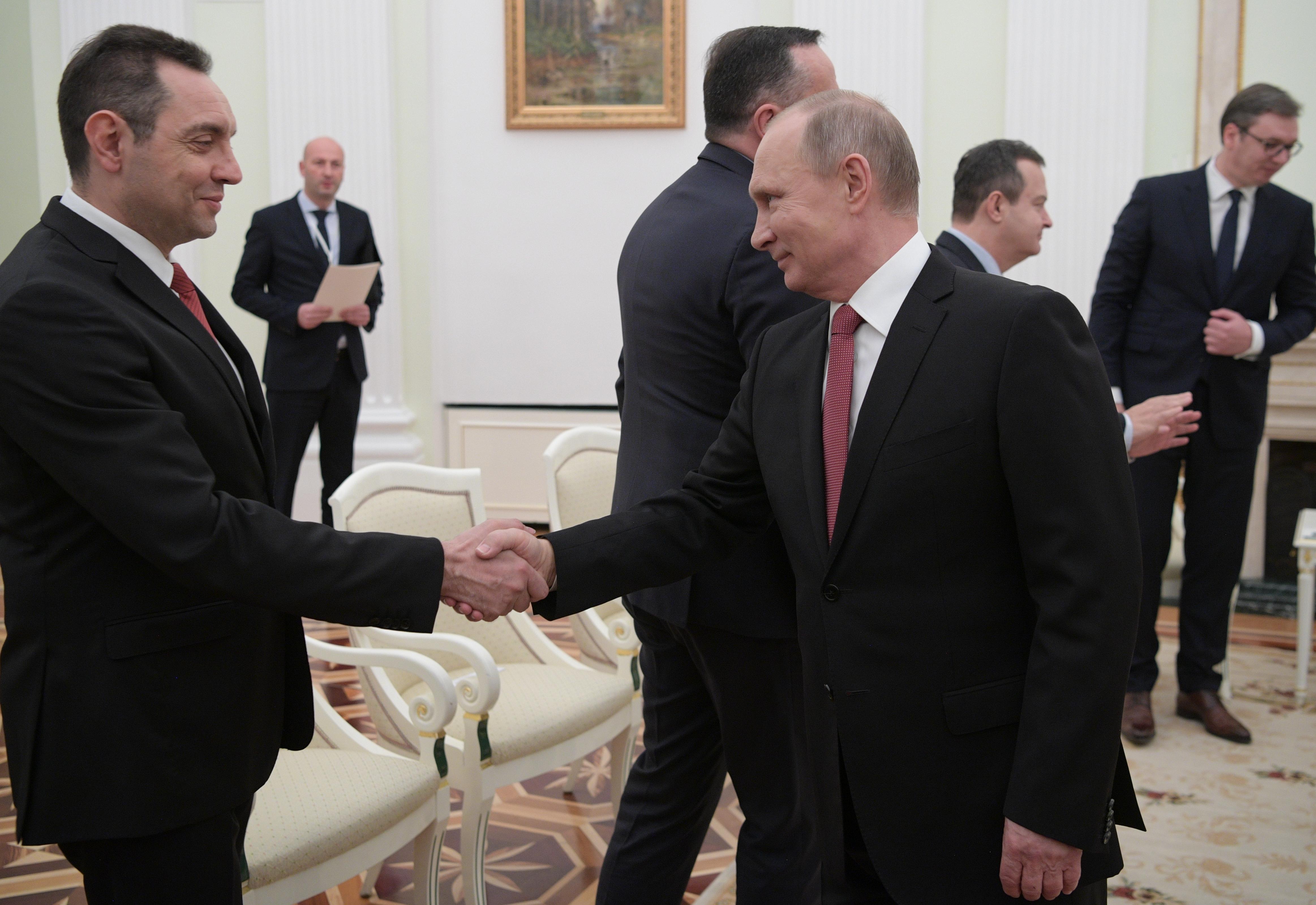 A szerb védelmi miniszter orosz fegyverzetszállításról tárgyalt Moszkvában