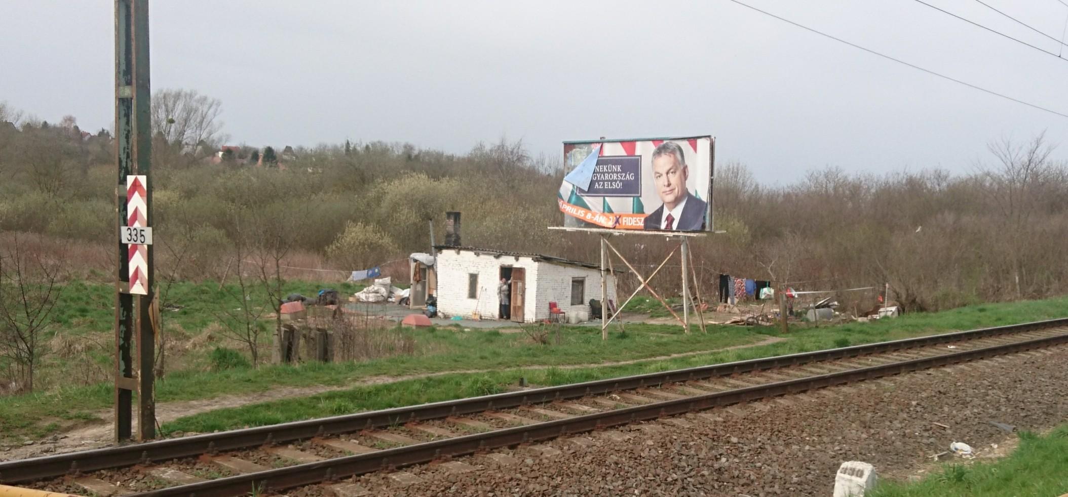 Ha valahol az emberek csak pár ezer forinttal többet keresnek, máris rengeteg szavazót veszít a Fidesz