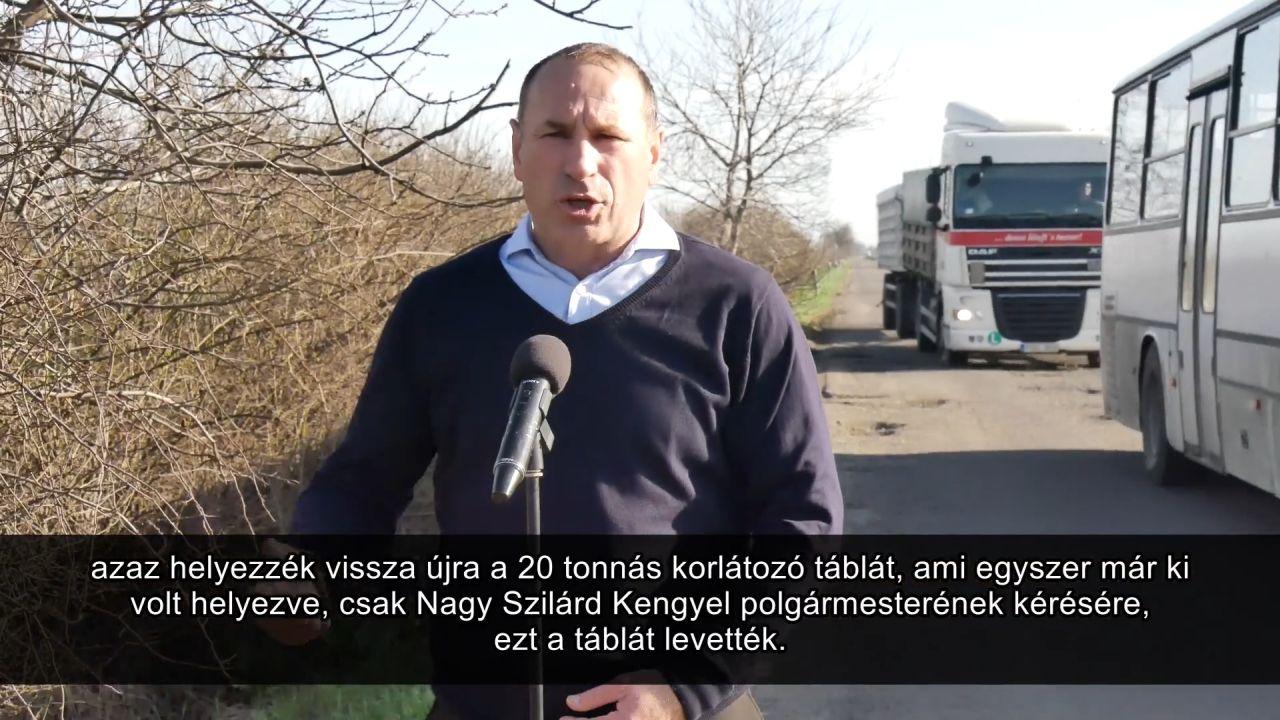 Boldog István nagy igyekezetében belerúgott egy fideszes polgármesterbe