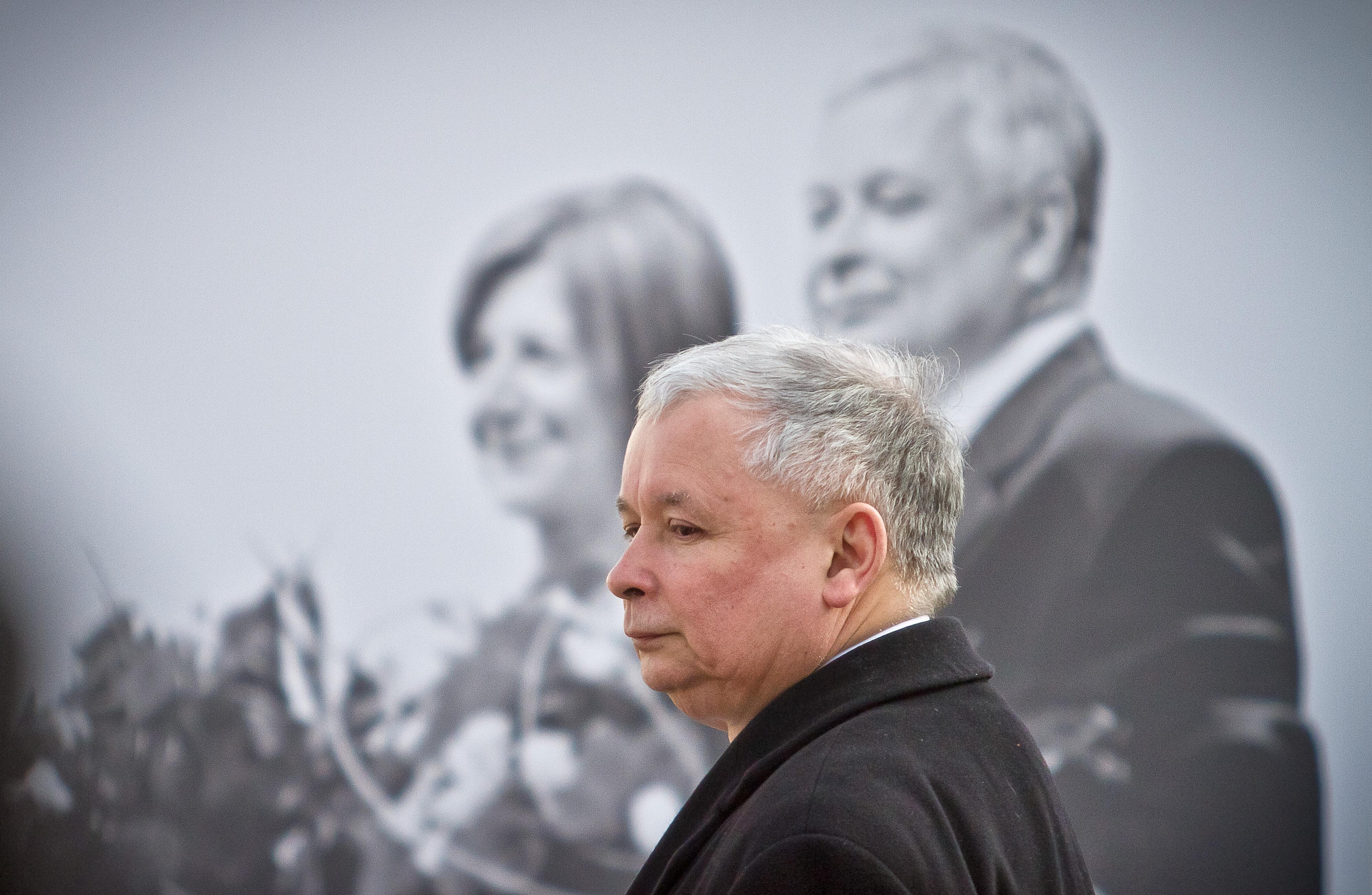 Orbánnak ma nagyon kell igyekeznie, hogy egyszerre feleljen meg Putyinnak és Kaczyńskinek