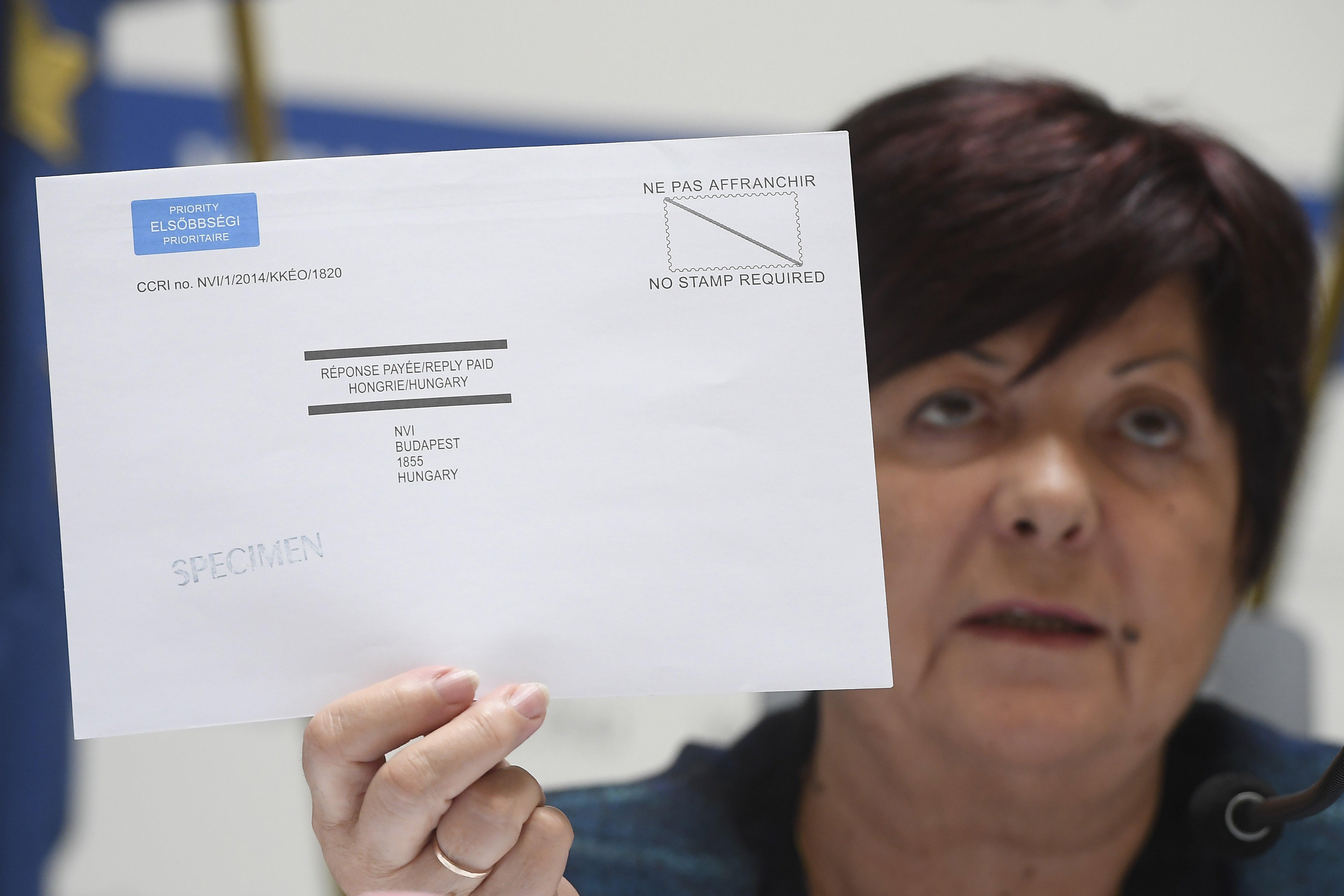 Aki külföldön szavaz, levélben, az ma még átveheti a szavazási levélcsomagot a külképviseleteken