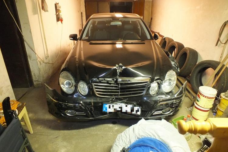 Elvitték a háza elől a Mercedesét, összetörték, majd visszavitték