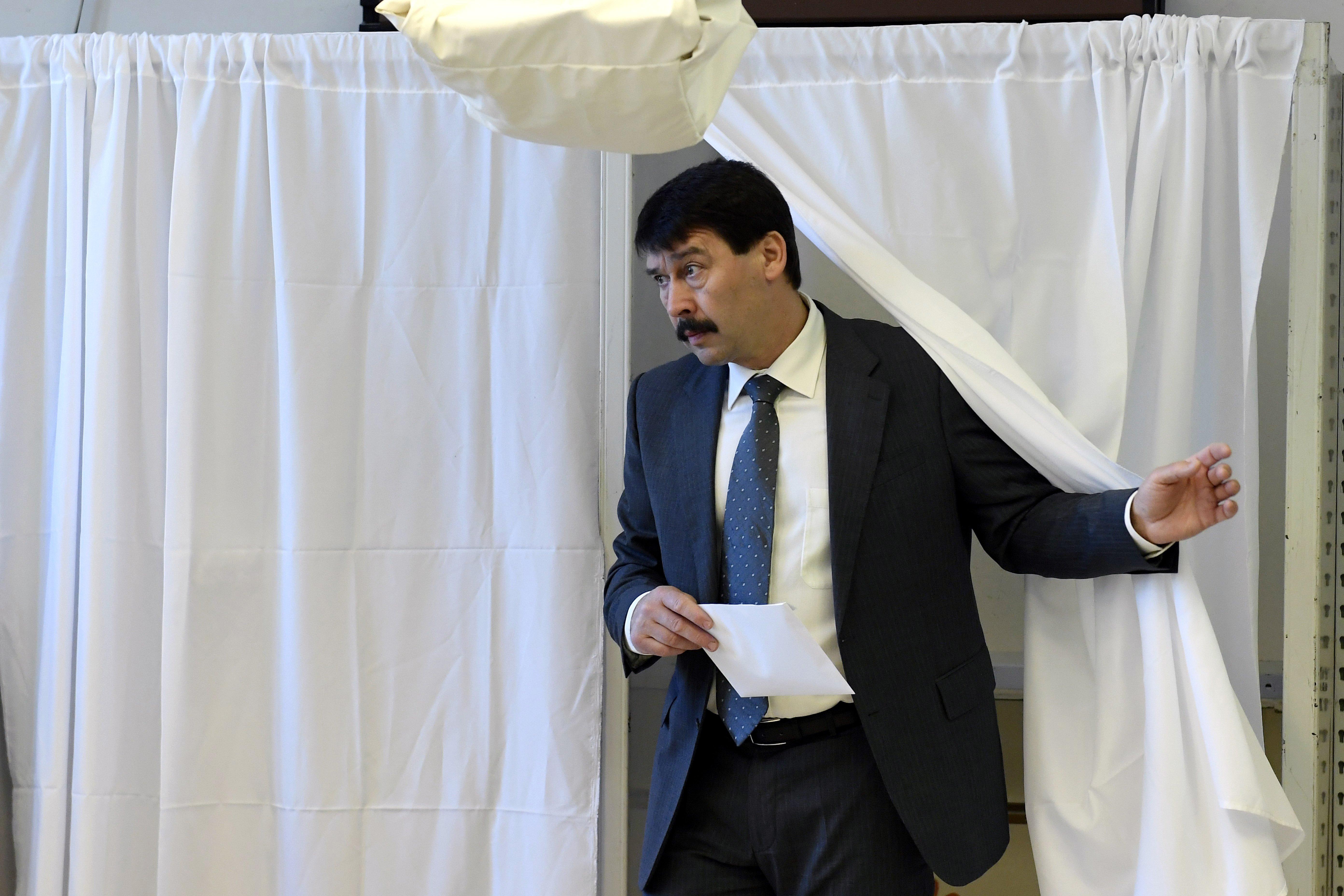 Áder János államfő is leadta a szavazatát