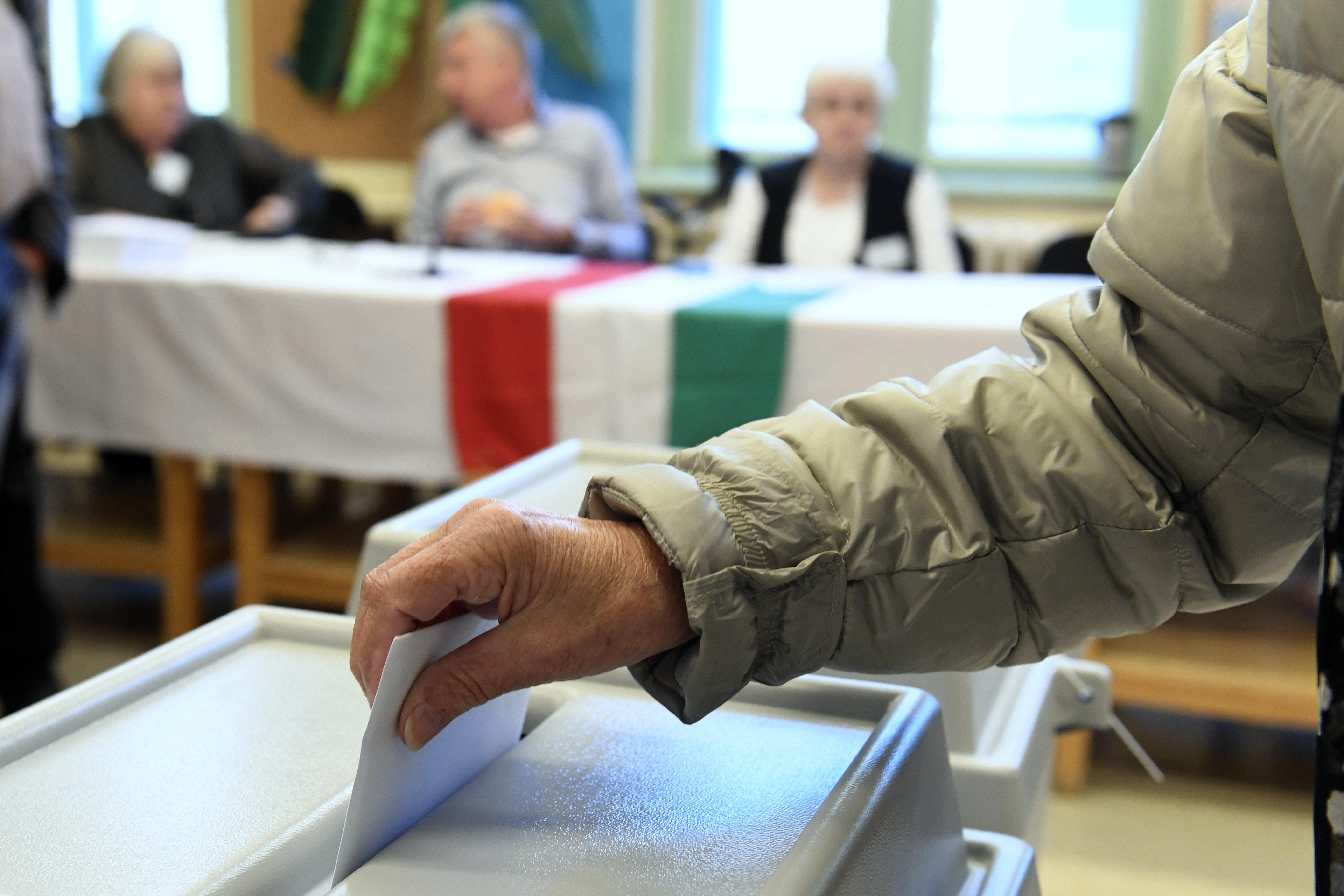 A korábbi körzetei felét tudta bebiztosítani az ellenzék, de hat újat is nyerhet a visszalépések miatt