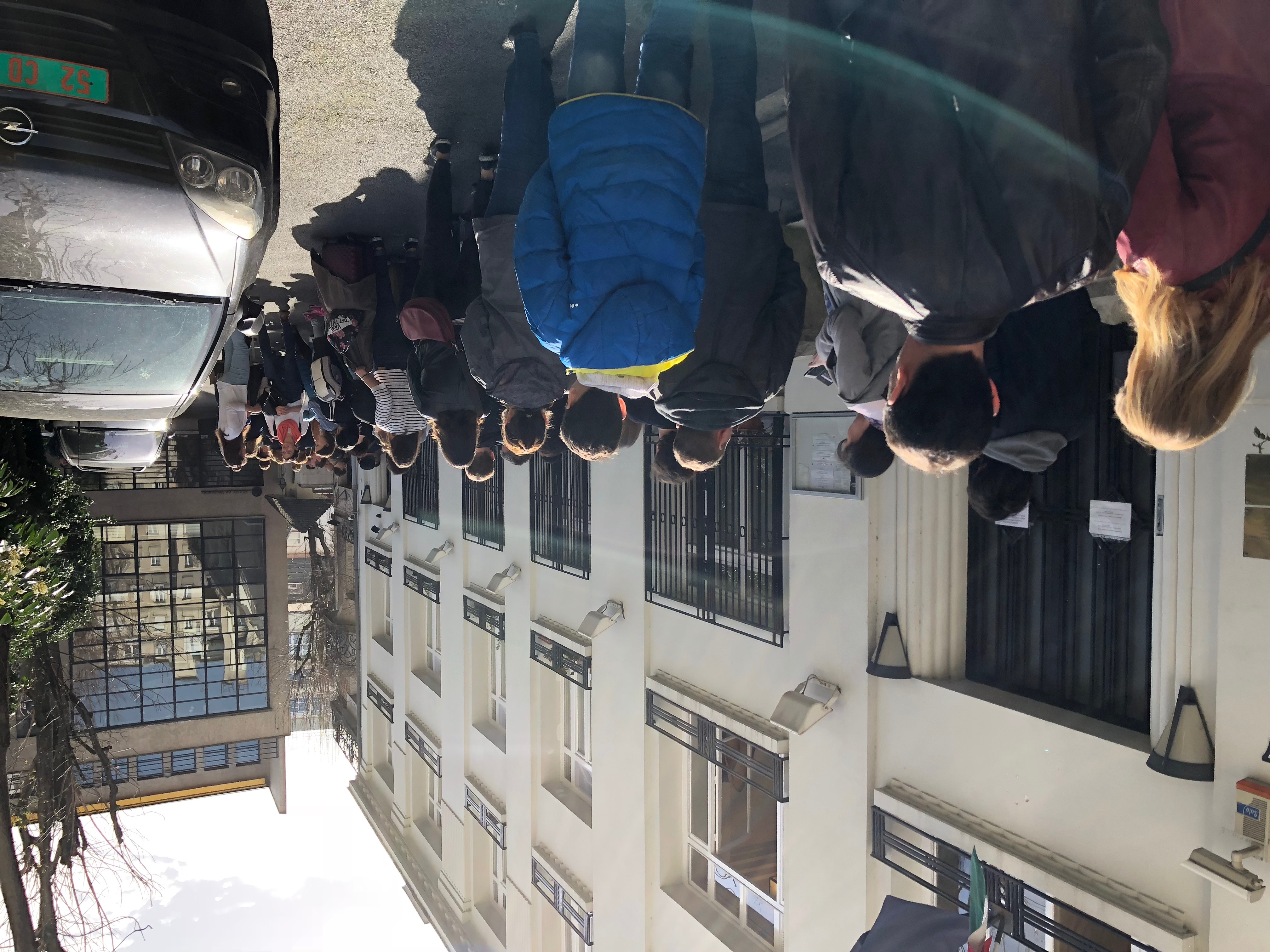 Londonban és Párizsban is sorba állnak a magyarok, hogy szavazhassanak