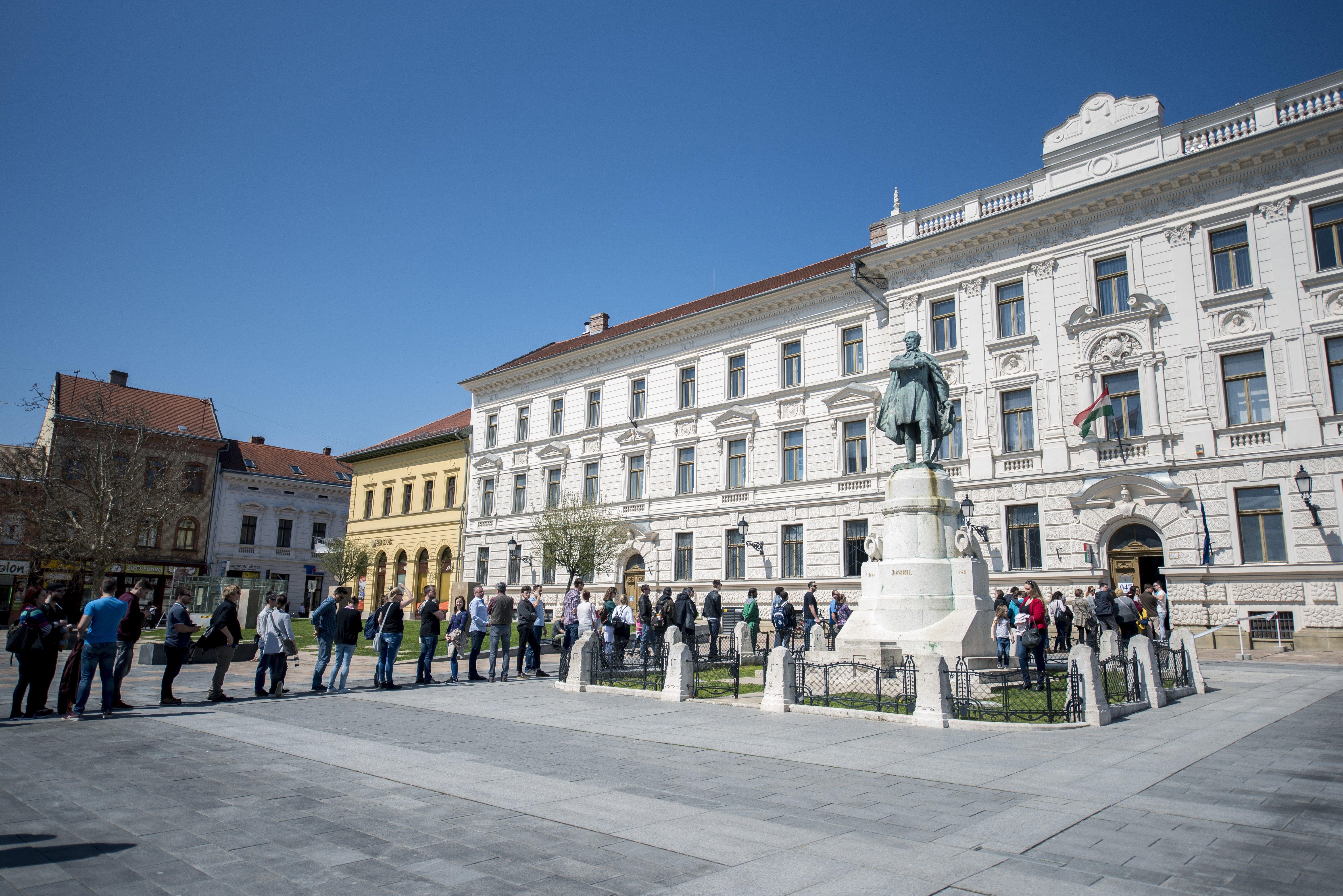 Valószínűbb, hogy a Fidesznek lesz fájdalmas, hogy ilyen sokan szavaznak