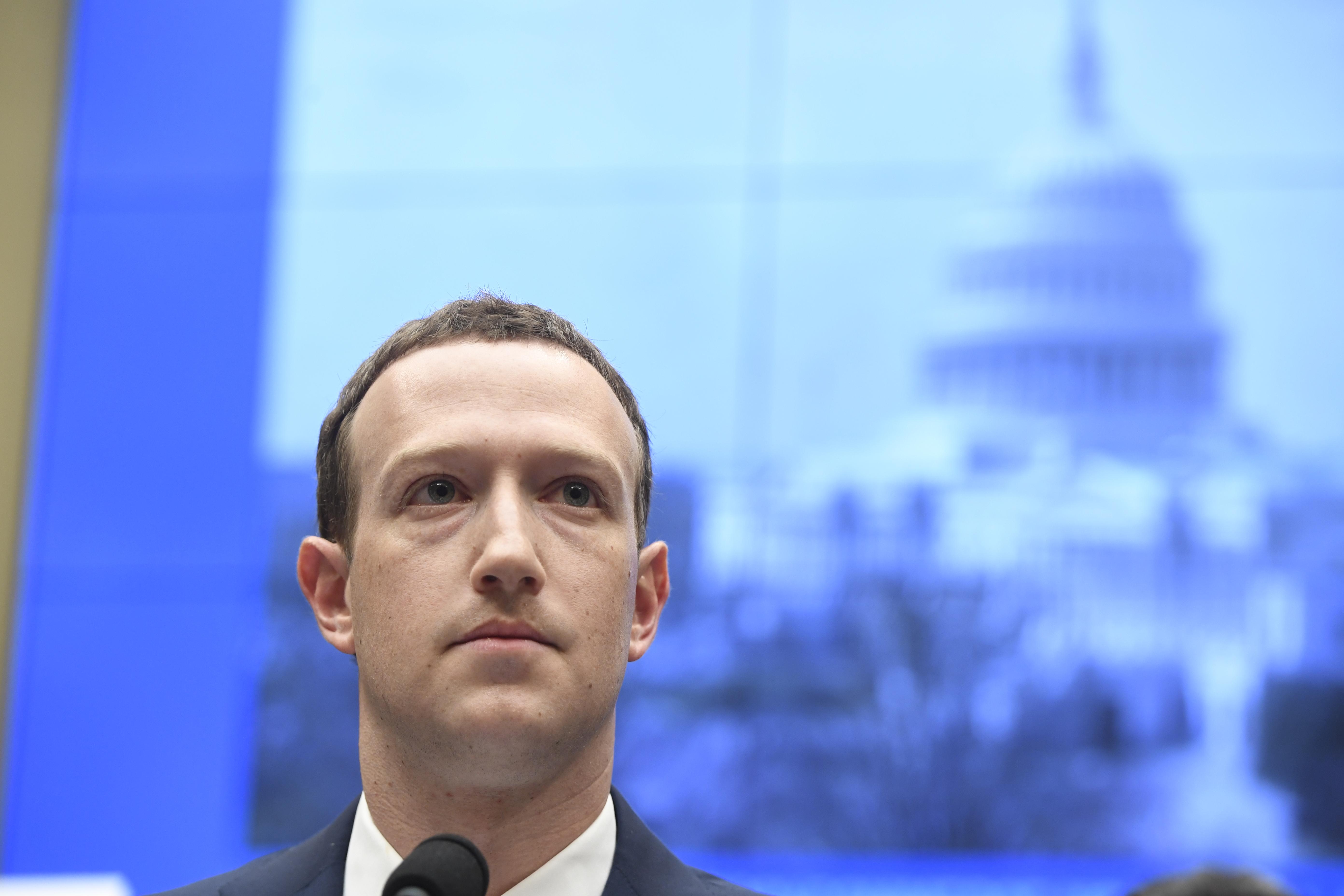 Egyes felhasználók email jelszavait is begyűjtötte a Facebook