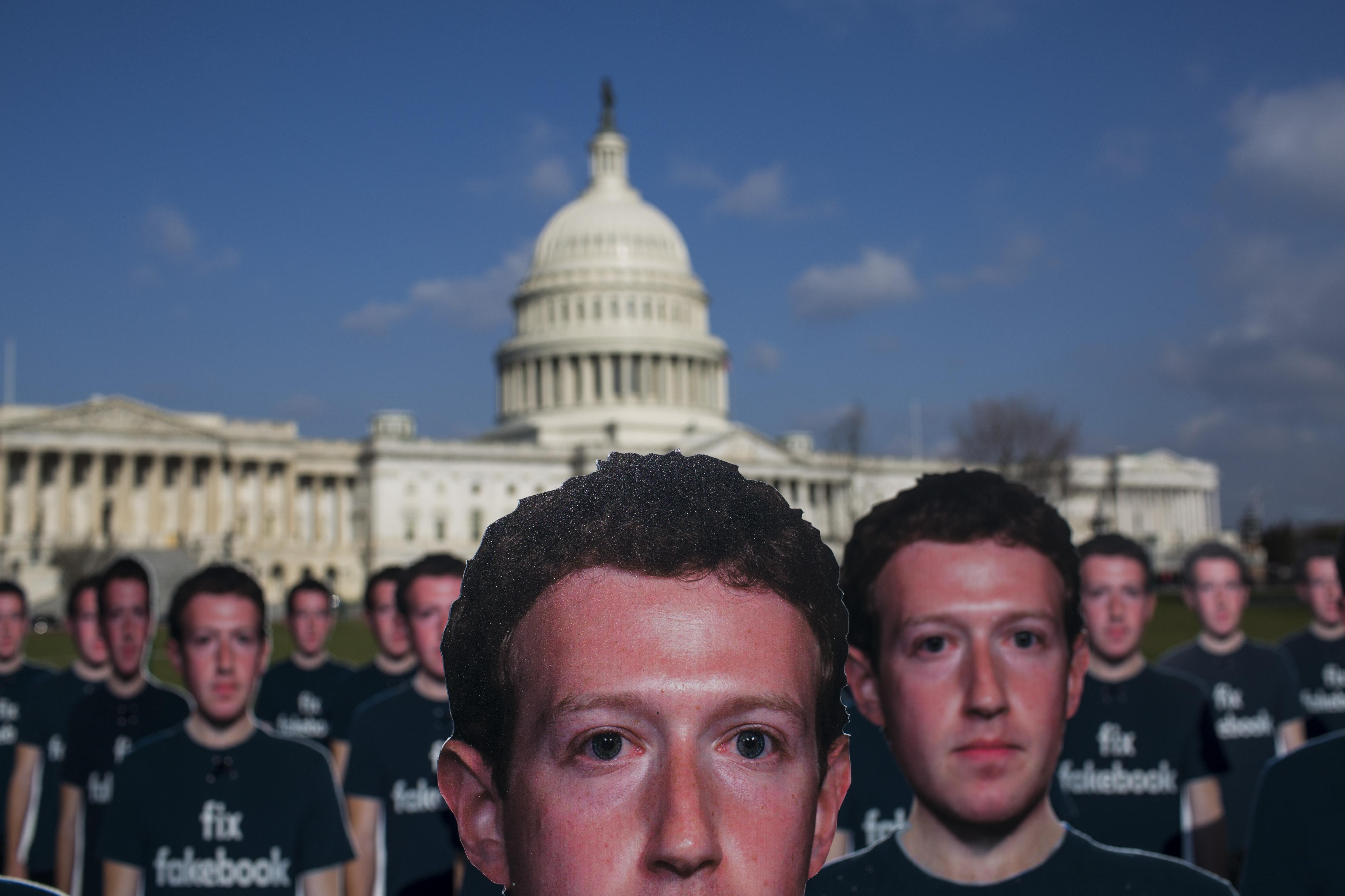 5 milliárd dolláros bírságot kaphat a Facebook, mert átadták több tízmillió felhasználójuk adatait a Trump-kampánynak dolgozó cégnek