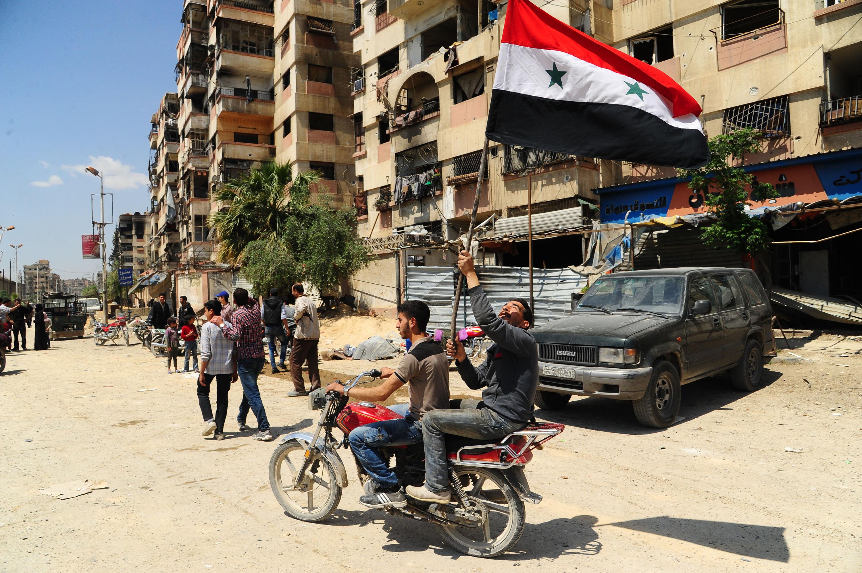 A szír kormányhadsereg elfoglalta a vegyi fegyverekkel is bombázott Dúmát