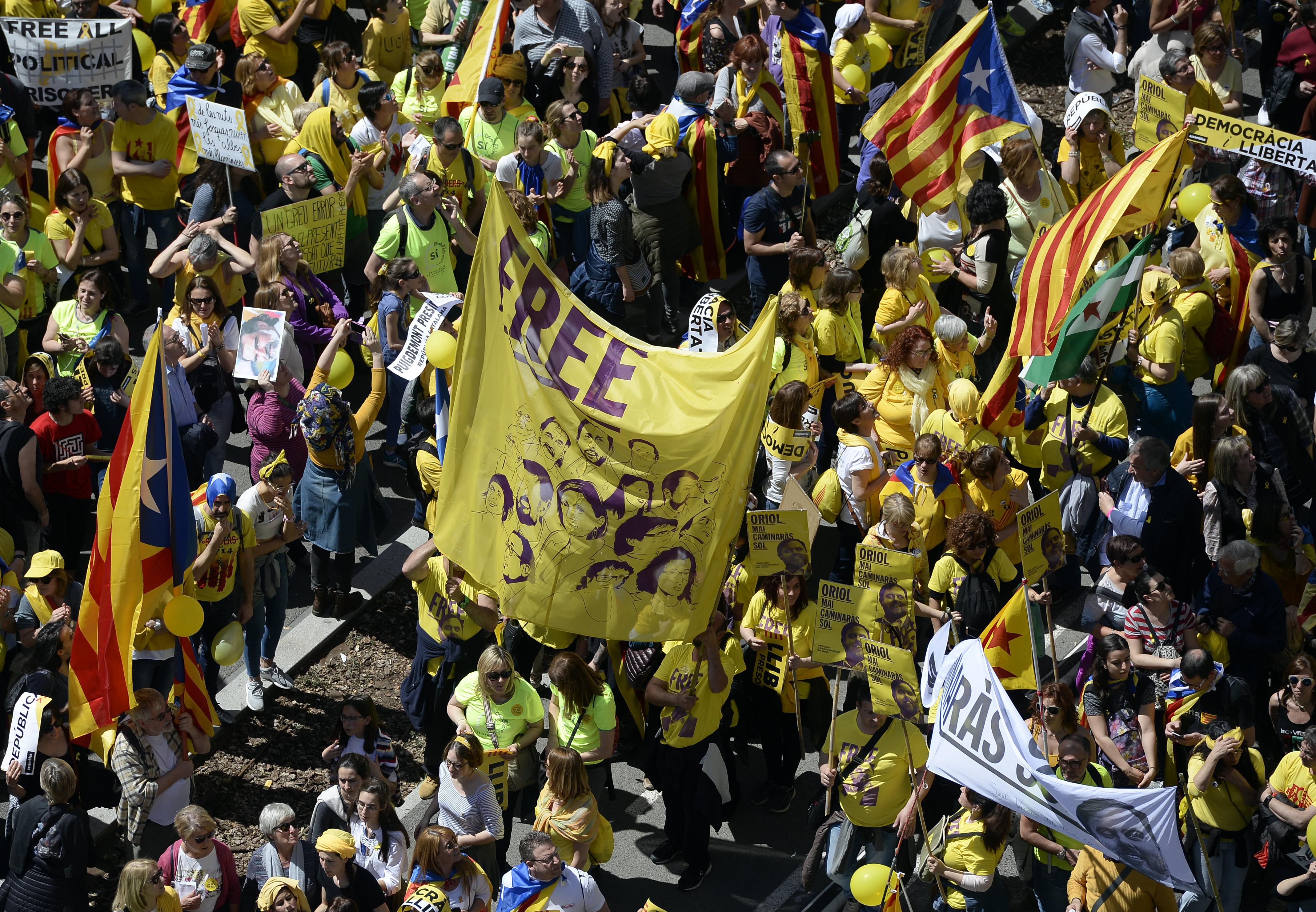 Több százezren tüntettek Barcelonában