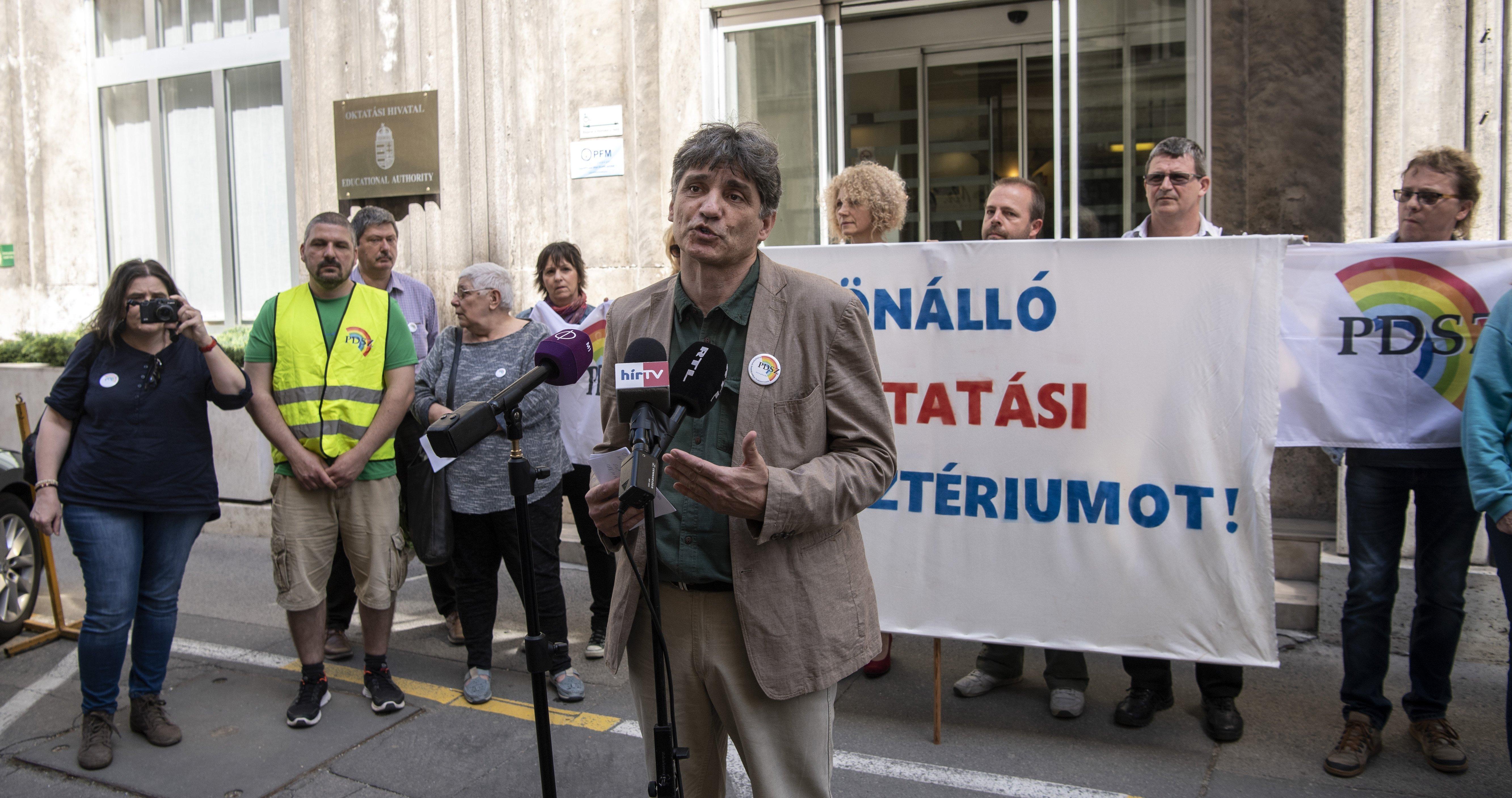 Az utolsó pillanatban megakadályozták a tanársztrájkot a tankerületek
