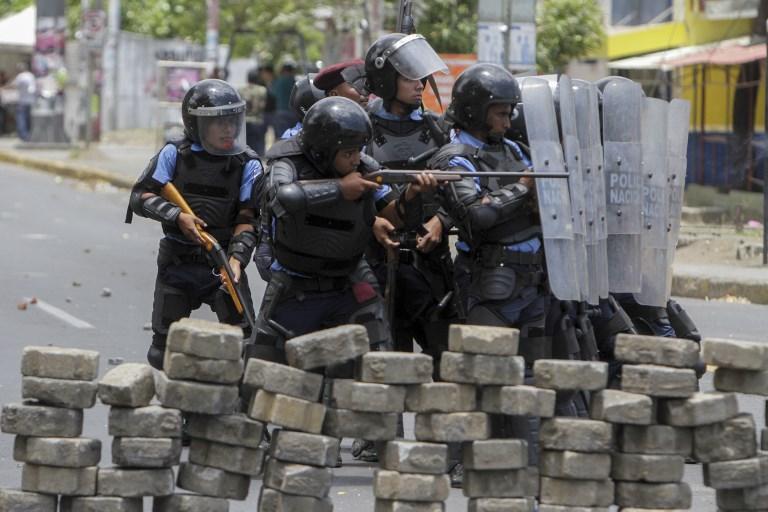 Kormányhű tüntetők papokat vertek Nicaraguában