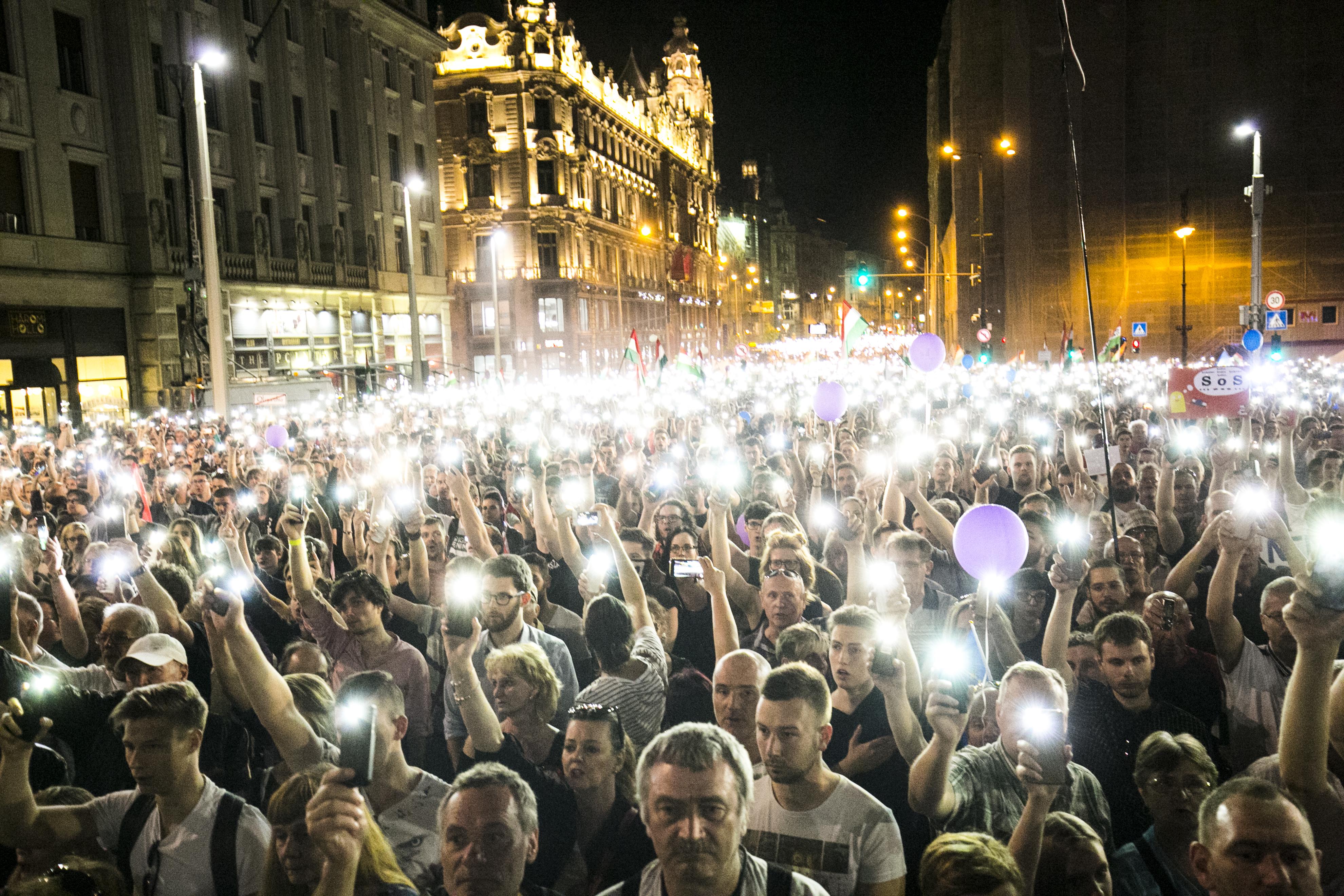 Összevissza beszél a Fidesz a gyülekezési jog korlátozásáról