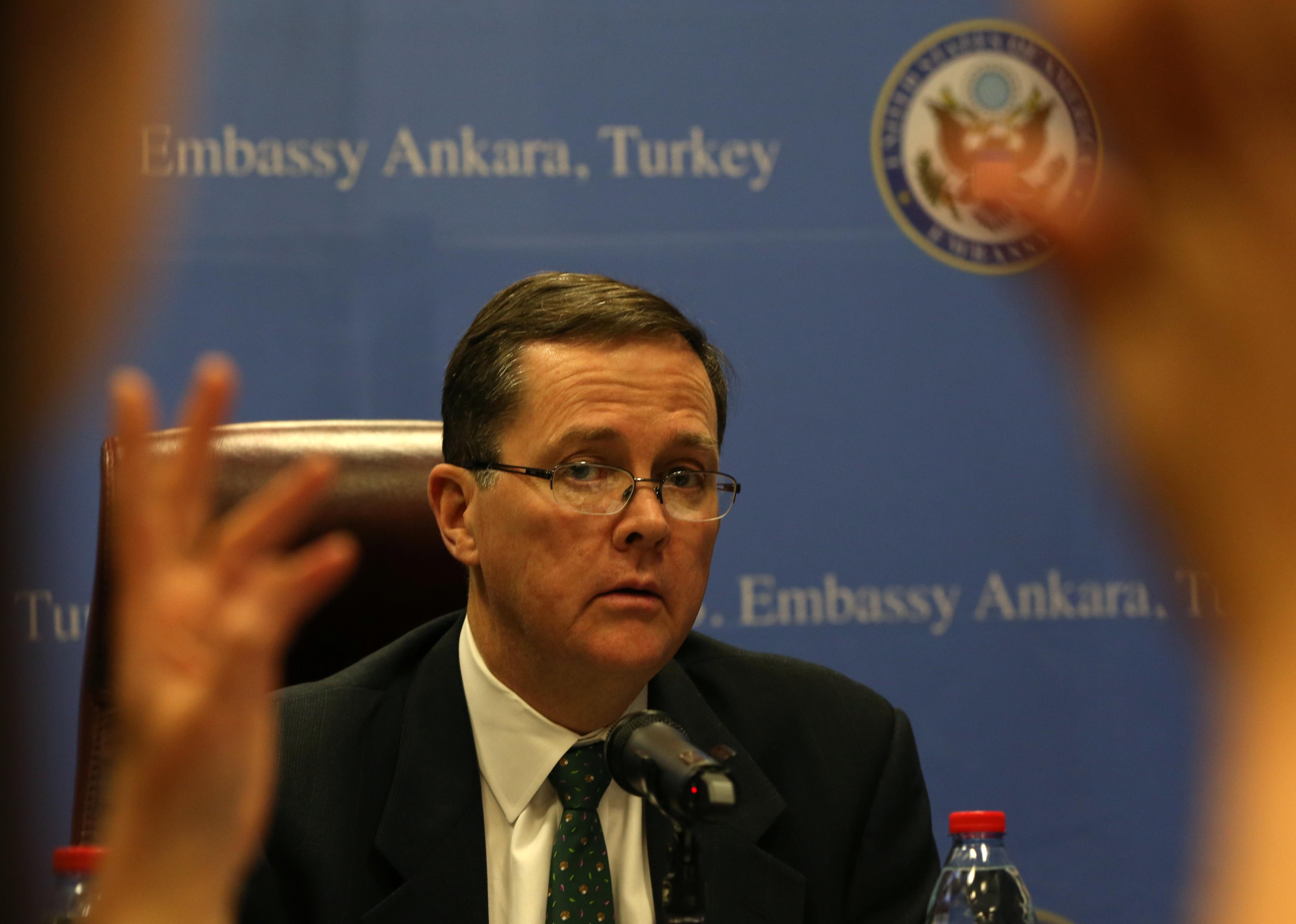 Thomas O. Melia: Nem értem, hogyan tűrhetik ezt a magyarok