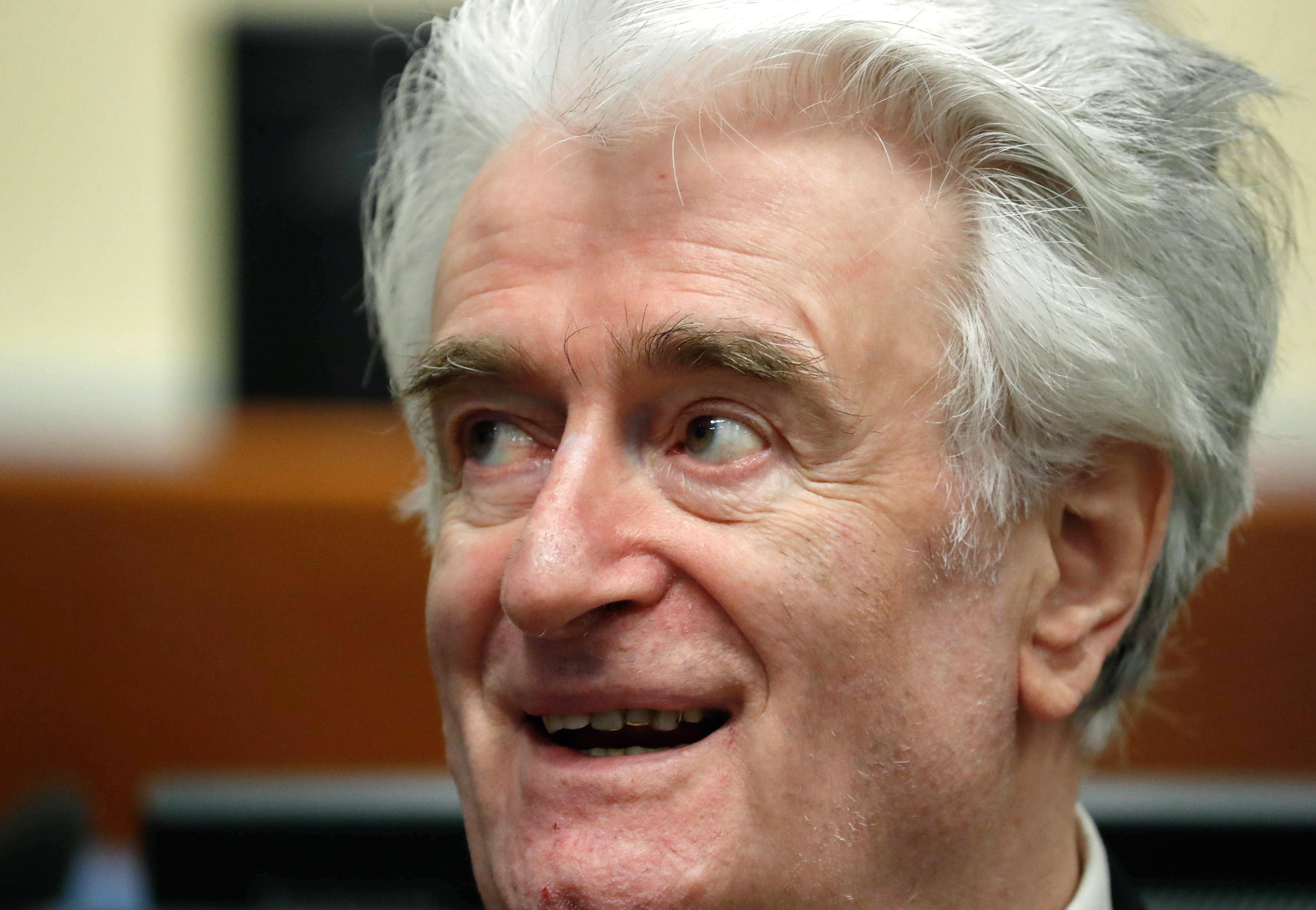 Életfogytiglani börtönt kért a hágai ügyészség Radovan Karadzicra